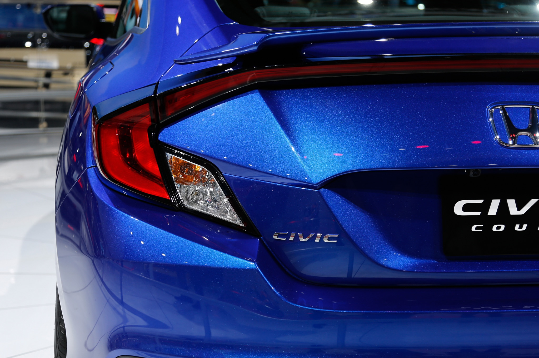 2016 honda civic coupe debuts with sportier styling - 2015 honda civic si interior lights ...