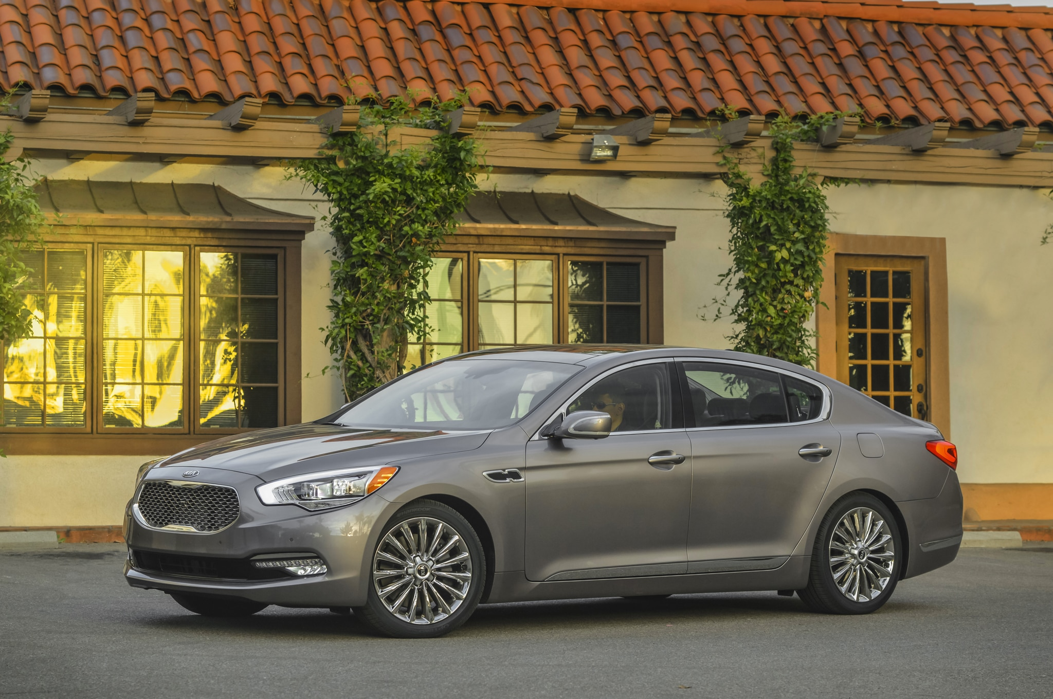 2016 kia k900 adds v 6 base engine with lower starting price. Black Bedroom Furniture Sets. Home Design Ideas