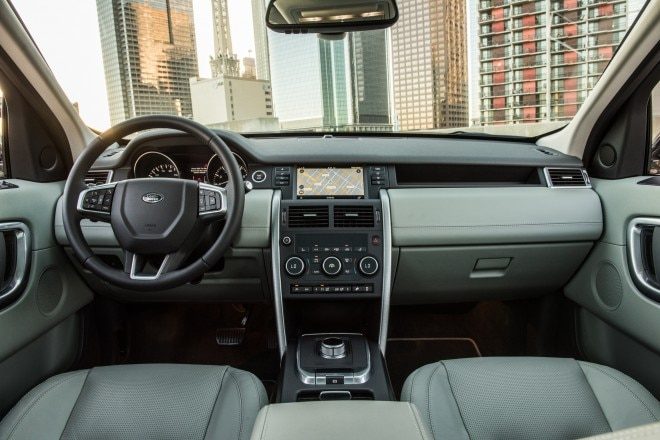 2016 Land Rover Discovery Sport HSE interior view 02