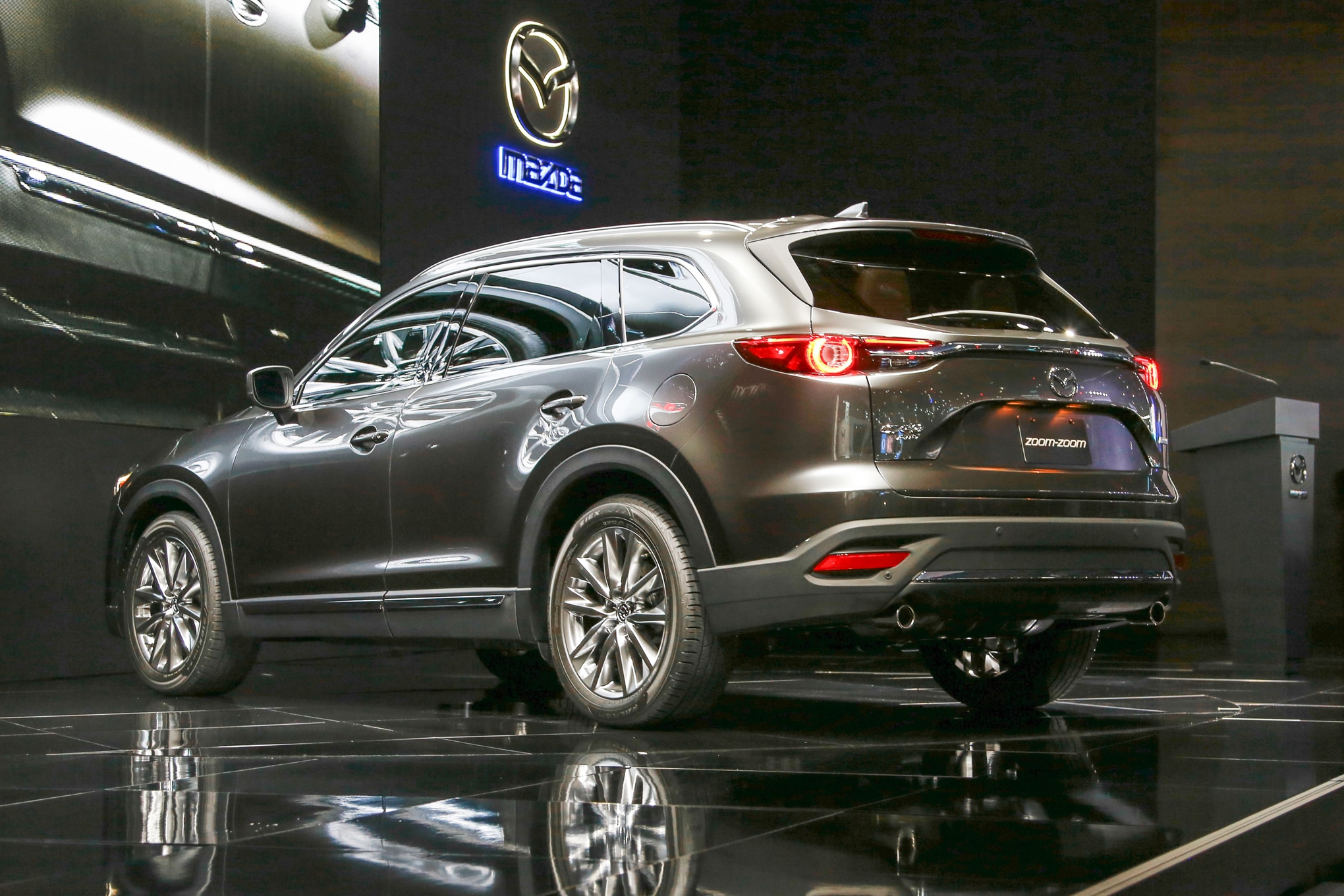 http://st.automobilemag.com/uploads/sites/11/2015/11/2016-Mazda-CX-9-rear-three-quarters3.jpg