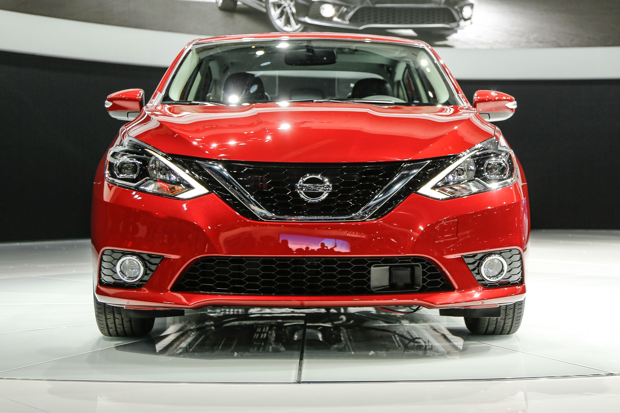 2016 nissan sentra refreshed looks more like altima and maxima. Black Bedroom Furniture Sets. Home Design Ideas