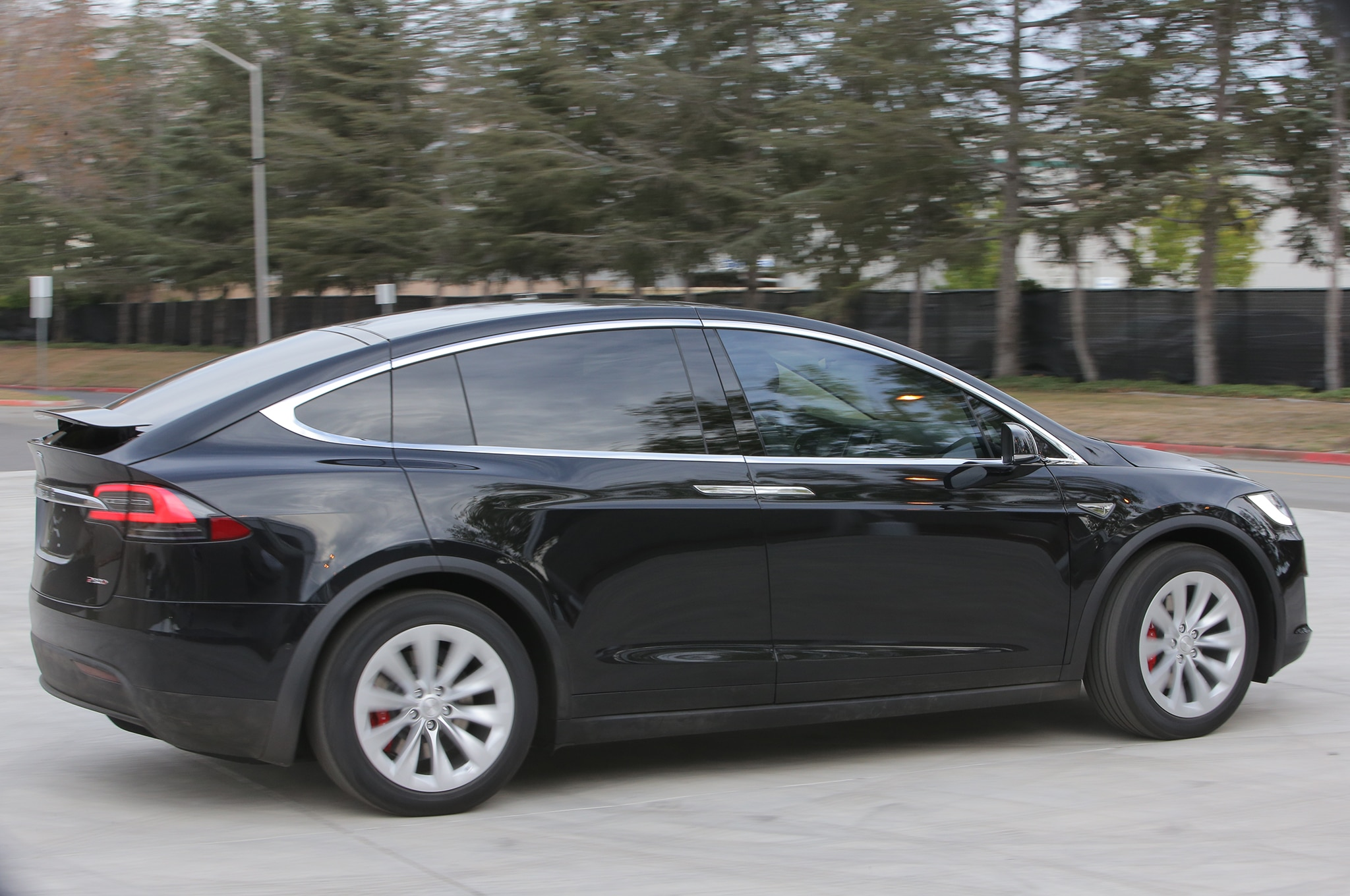 2016 tesla model x priced from 81 200 to 116 700. Black Bedroom Furniture Sets. Home Design Ideas