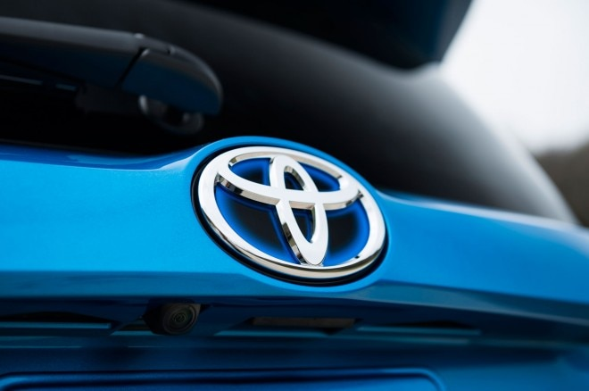 2016 Toyota RAV4 Hybrid badge 021