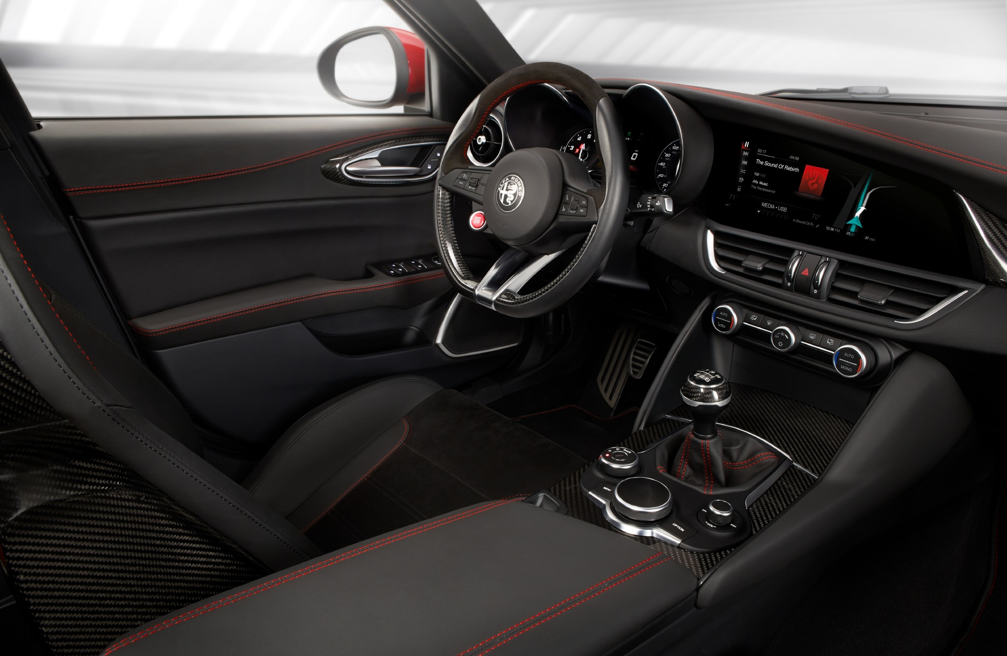 First drive alfa romeo giulia quadrifoglio automobile for Alfa romeo 159 interieur