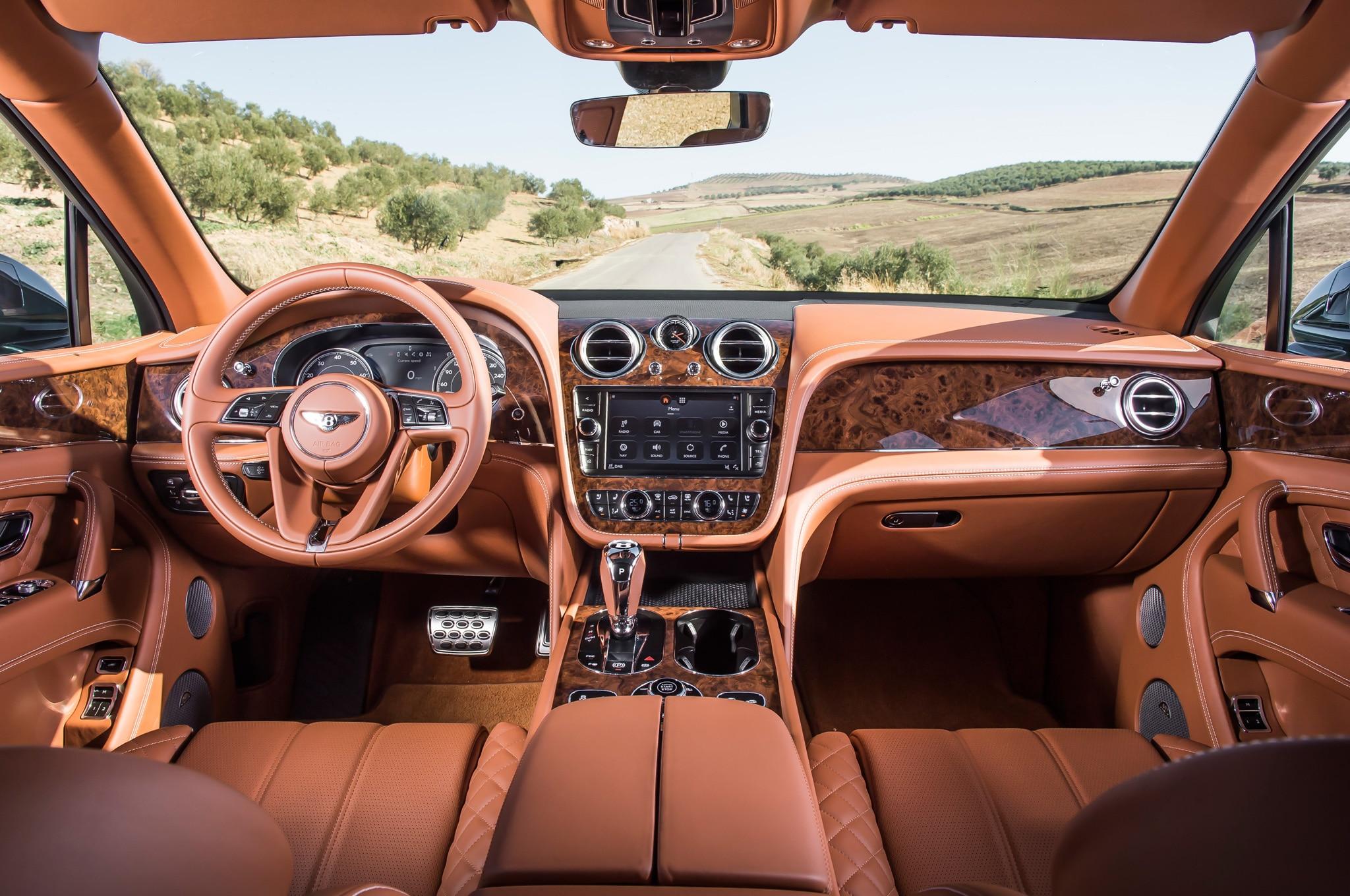 Hasil gambar untuk Bentley Bentayga 2017