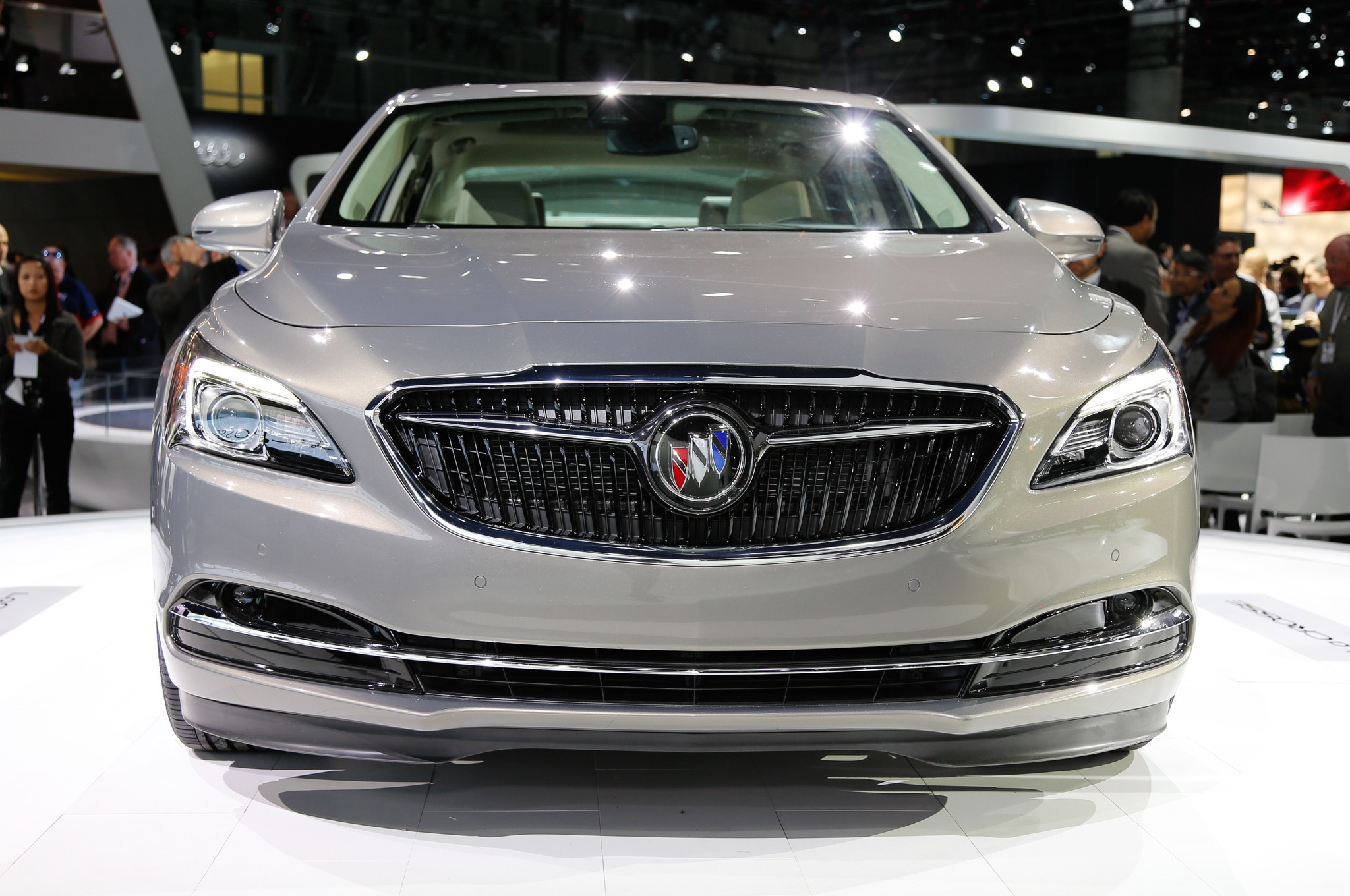 2017 buick lacrosse sheds 300 pounds debuts sleeker. Black Bedroom Furniture Sets. Home Design Ideas