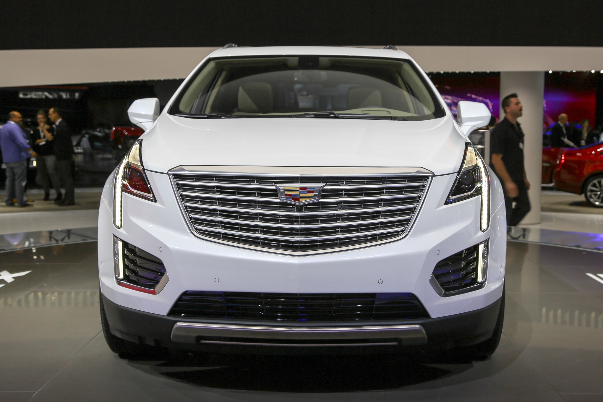 2017 cadillac xt5 is a lighter more spacious crossover. Black Bedroom Furniture Sets. Home Design Ideas