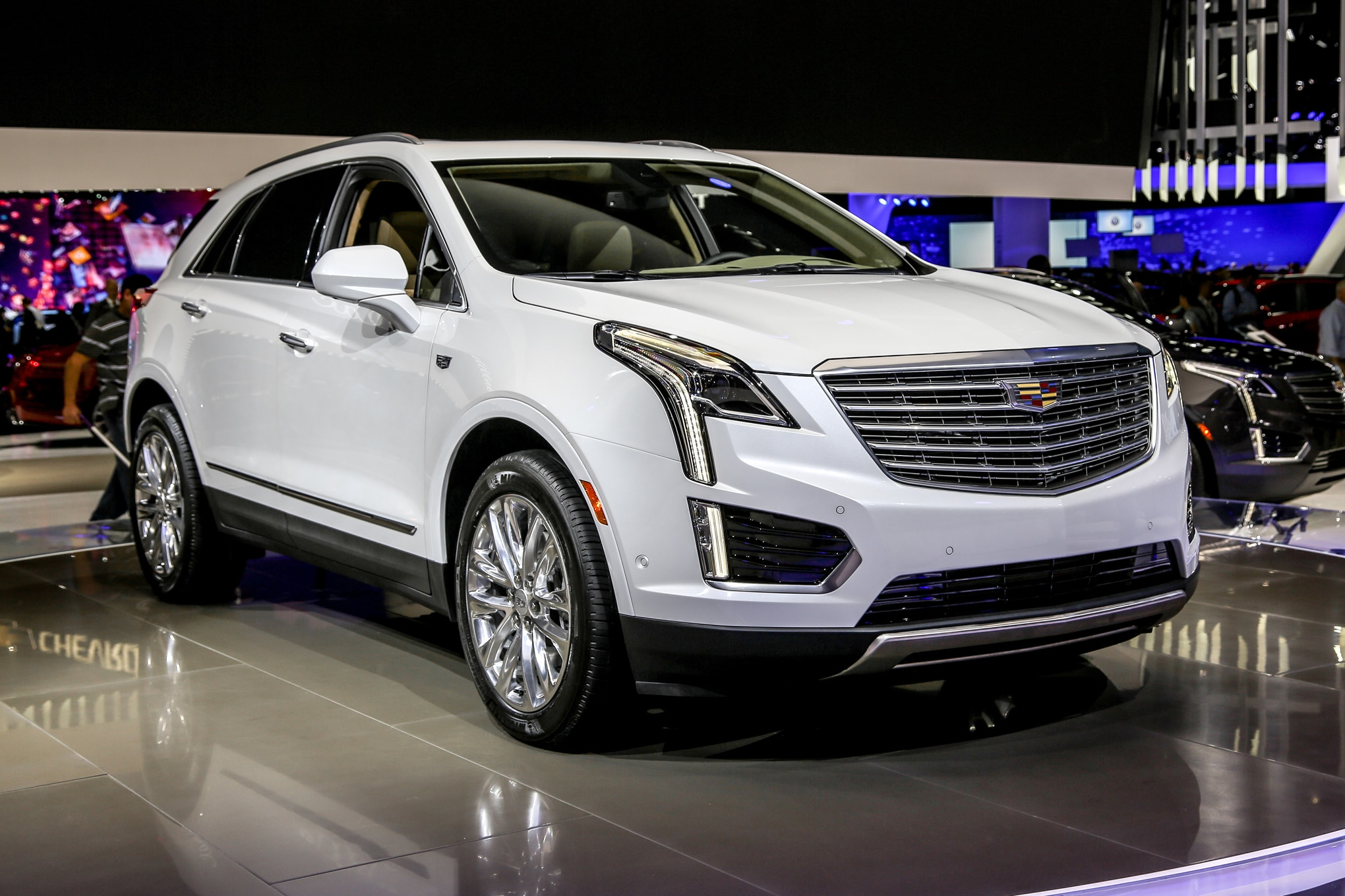 2017 Cadillac Xt5 Is A Lighter More Spacious Crossover