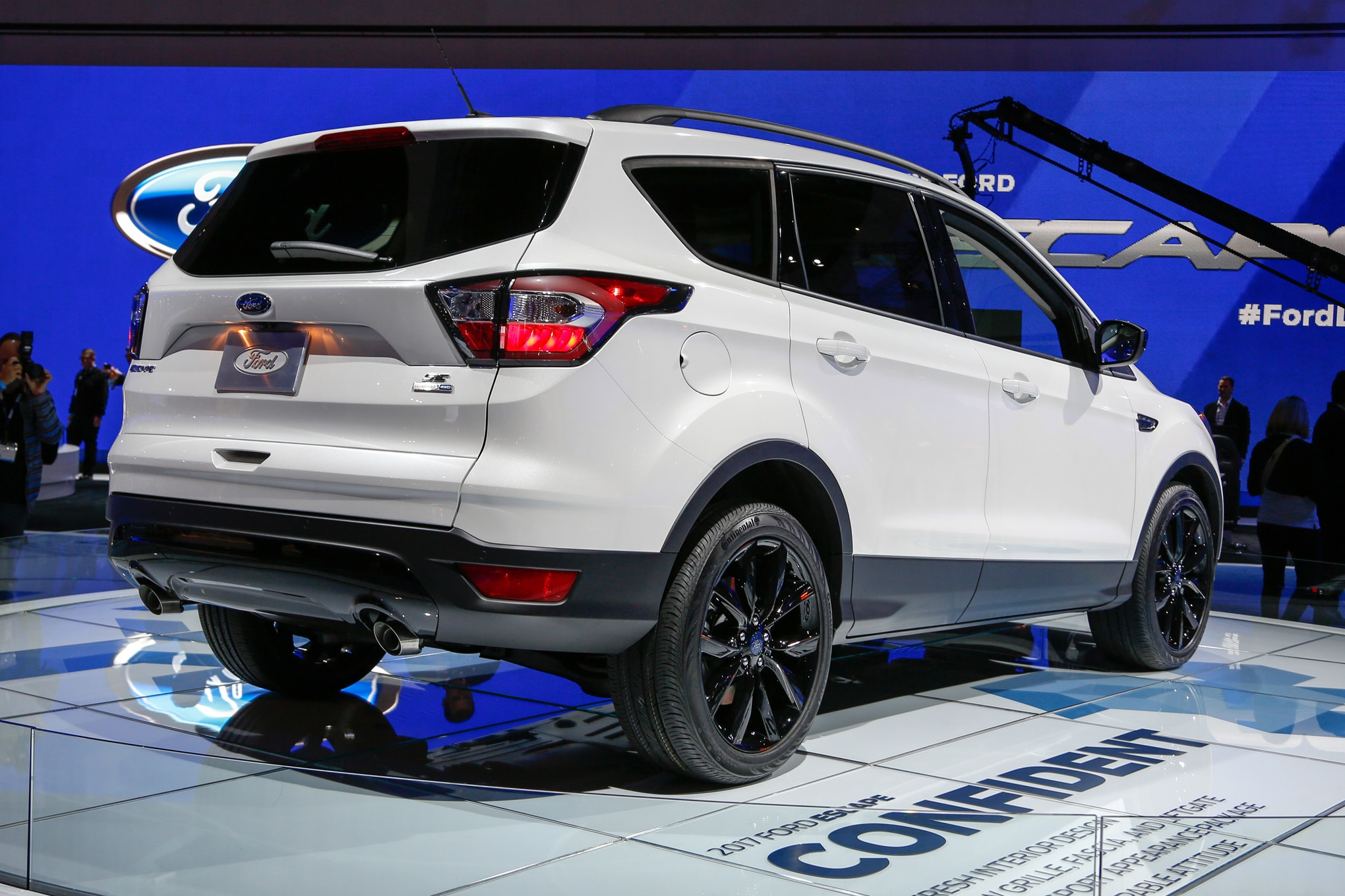 2017 ford escape updated with fresh looks new engines. Black Bedroom Furniture Sets. Home Design Ideas