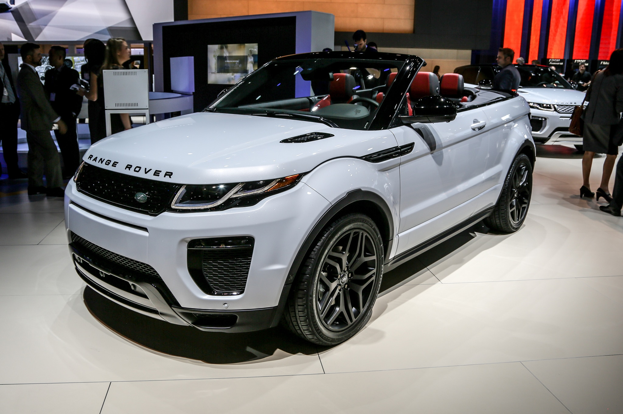 5 things to know about the 2017 range rover evoque convertible. Black Bedroom Furniture Sets. Home Design Ideas