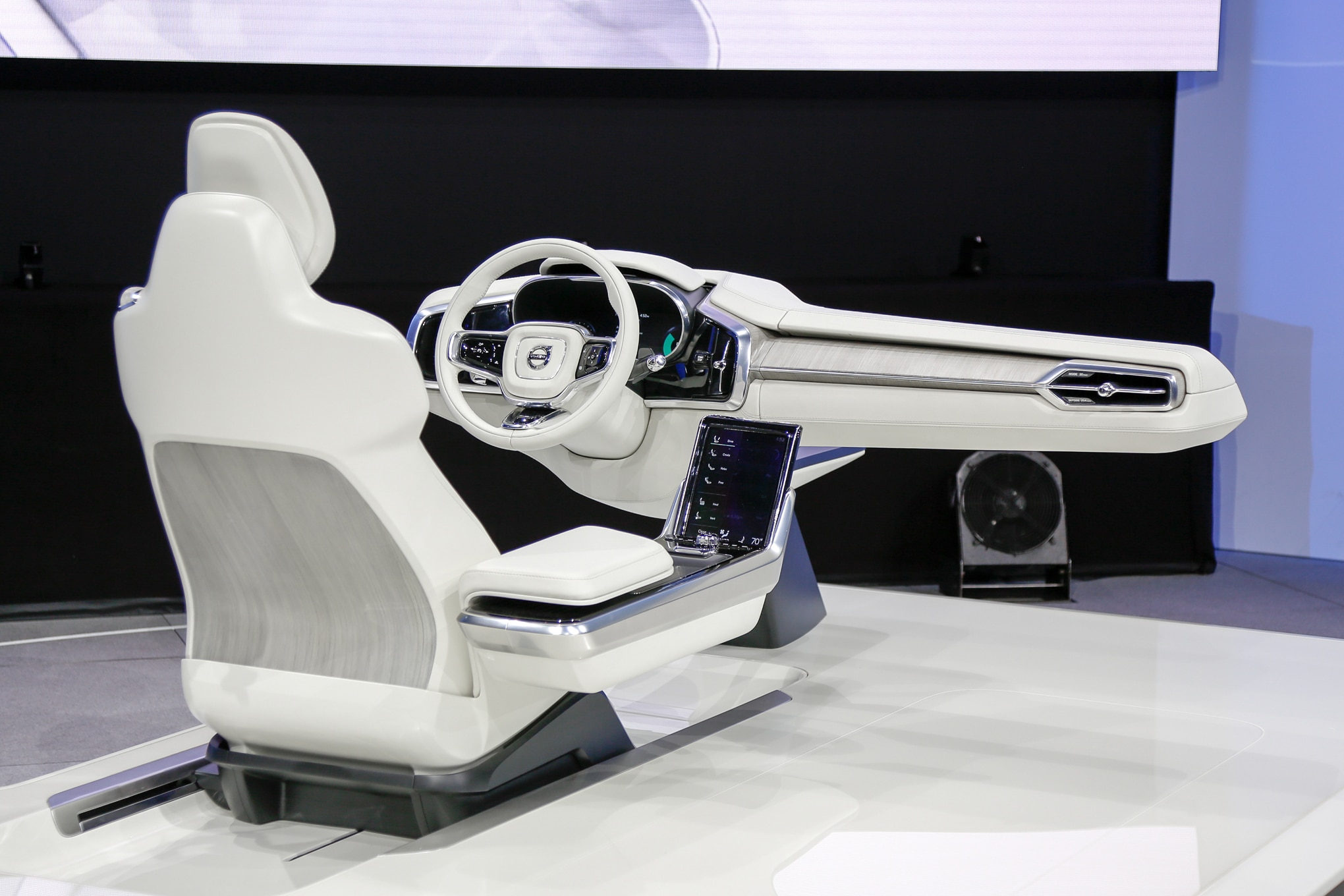 volvo concept 26 previews the interior of your autonomous car. Black Bedroom Furniture Sets. Home Design Ideas