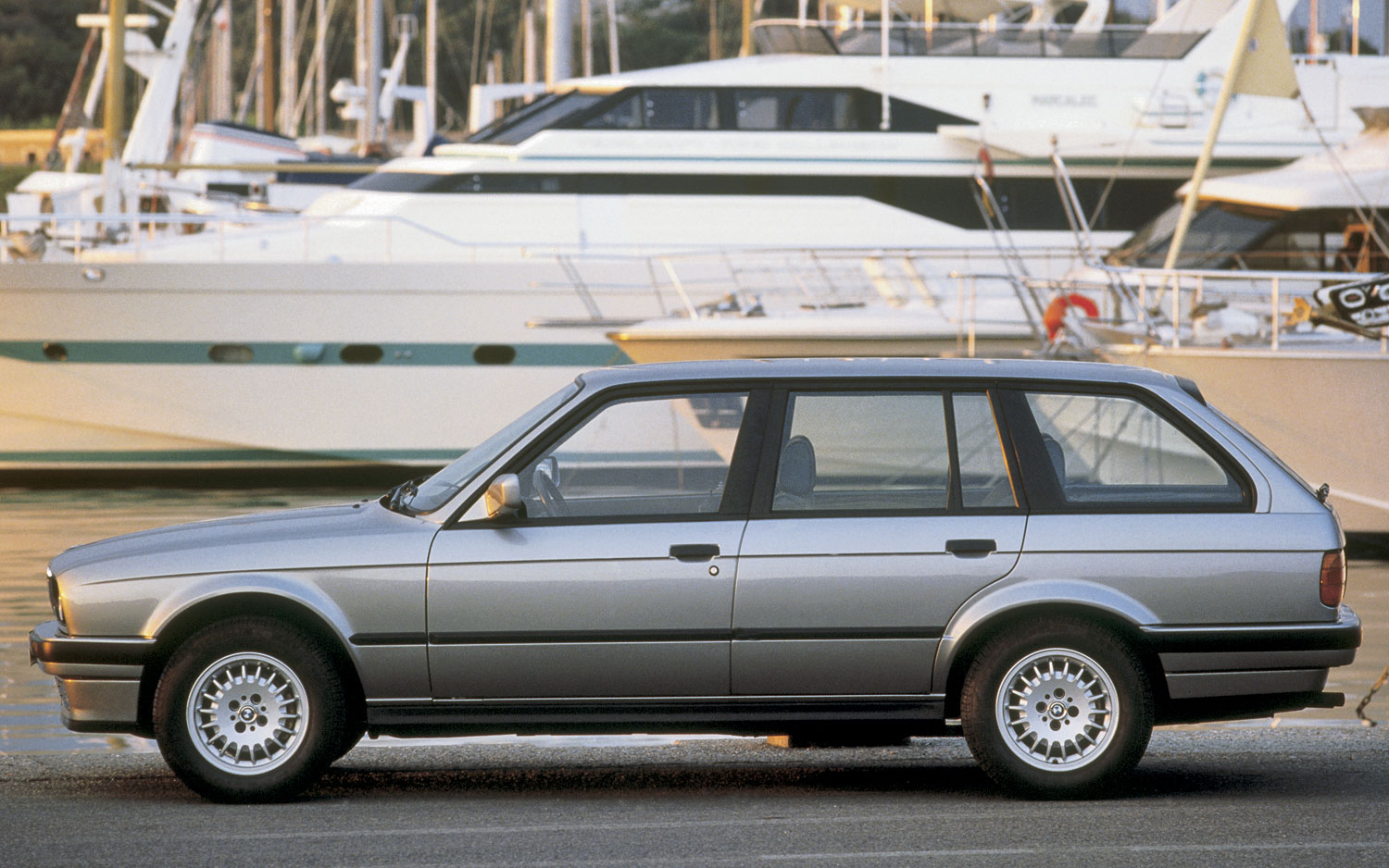 ignition explains why the e30 bmw 3 series is still so much fun today. Black Bedroom Furniture Sets. Home Design Ideas