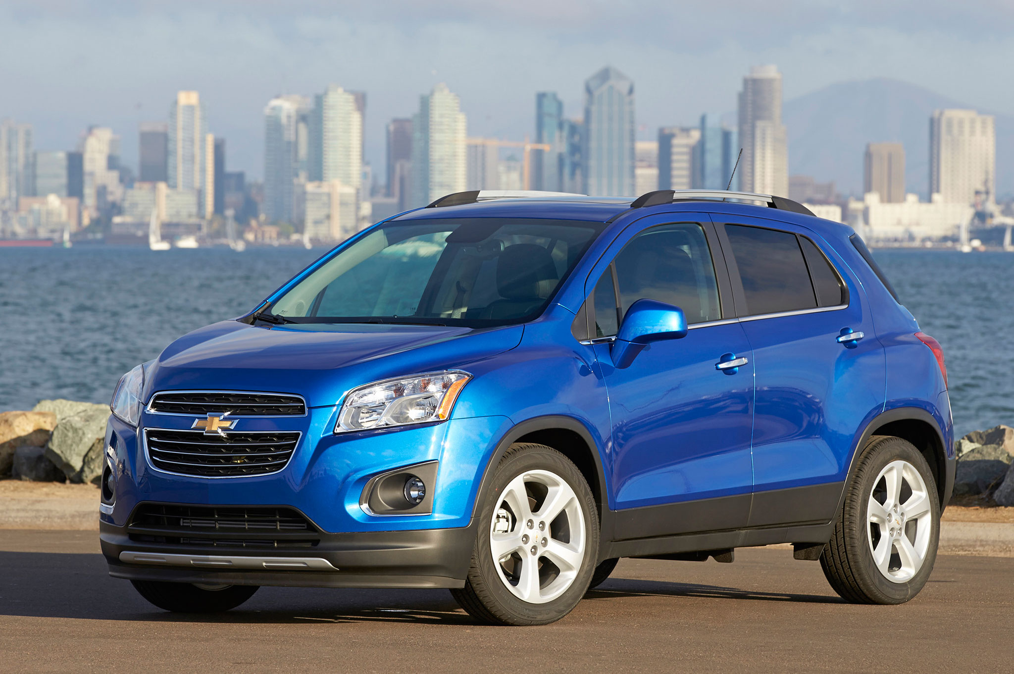2016 chevrolet trax adds blacked out midnight edition. Black Bedroom Furniture Sets. Home Design Ideas