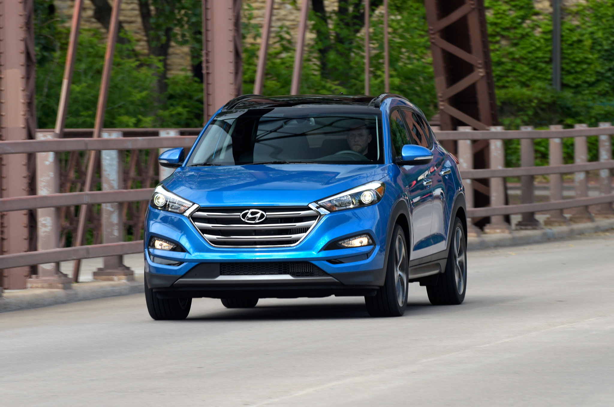 2016 Hyundai Tucson front three quarter in motion 10 the 10 most searched cars on google in 2015 4 Channel Amp Wiring Diagram at gsmportal.co