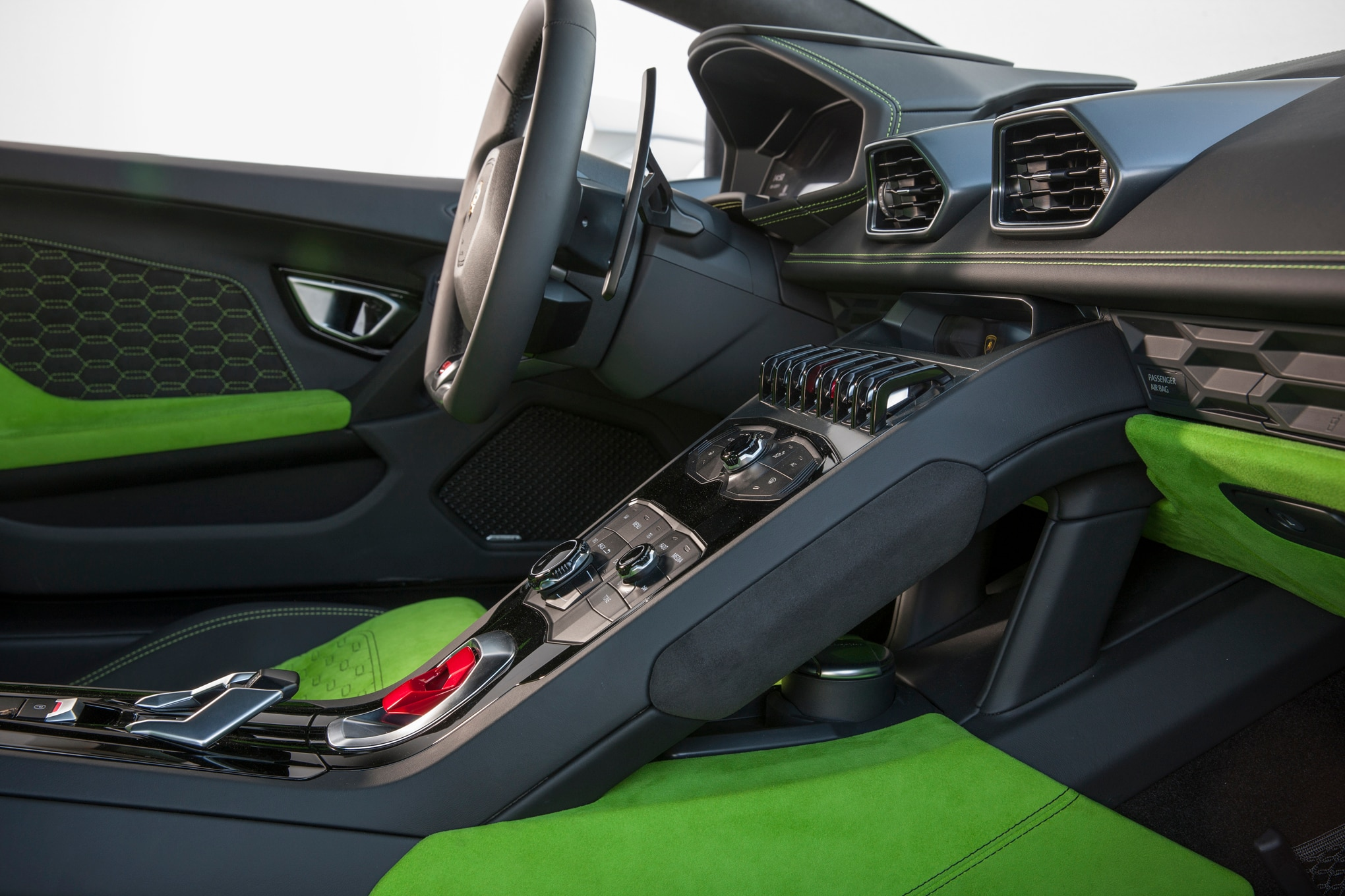 lamborghini huracan lp 580 2 interior lamborghini hurac n lp 580 2 provides loads of tail happy. Black Bedroom Furniture Sets. Home Design Ideas