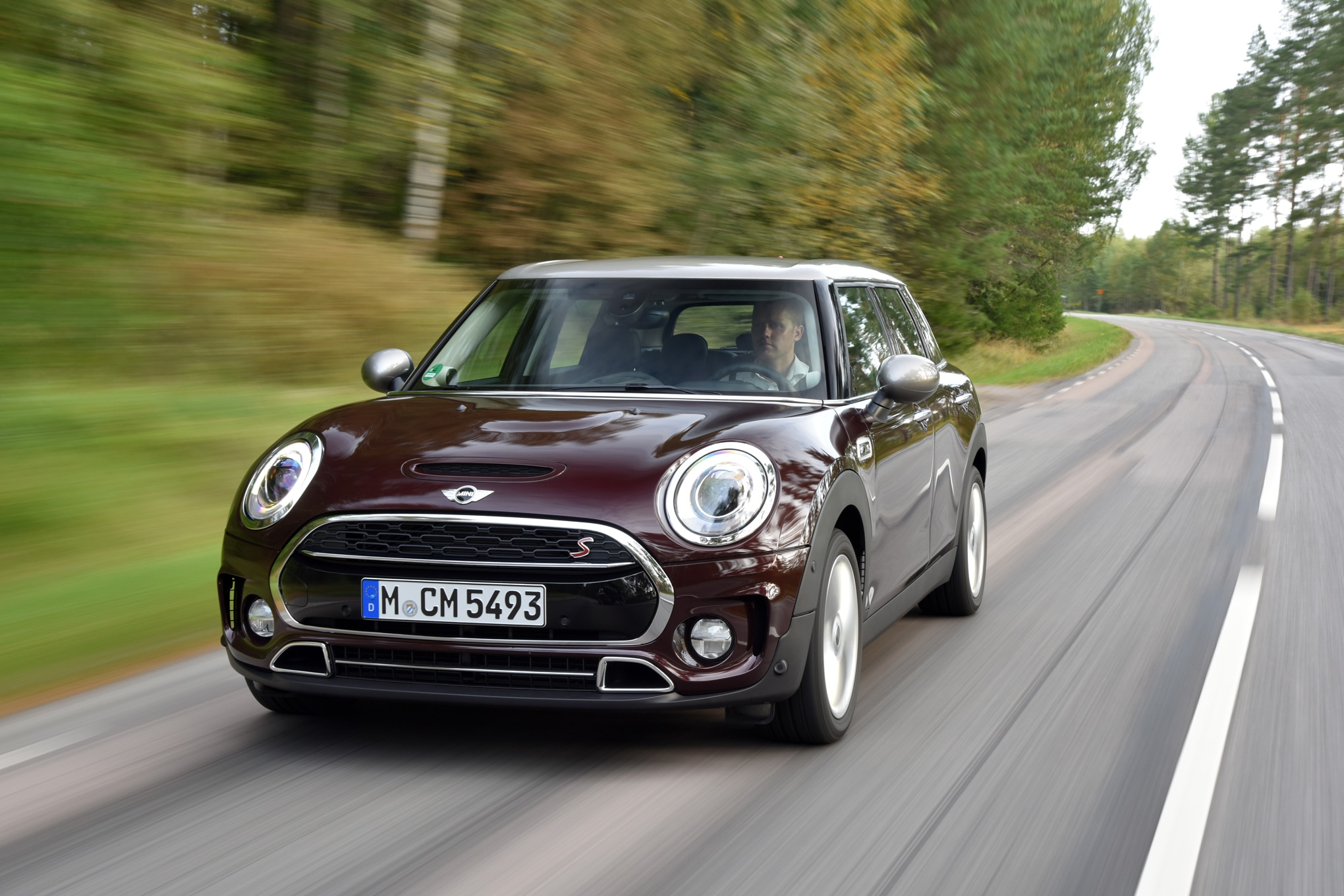 2016 Mini Clubman Cooper S Front Three Quarter In Motion 02
