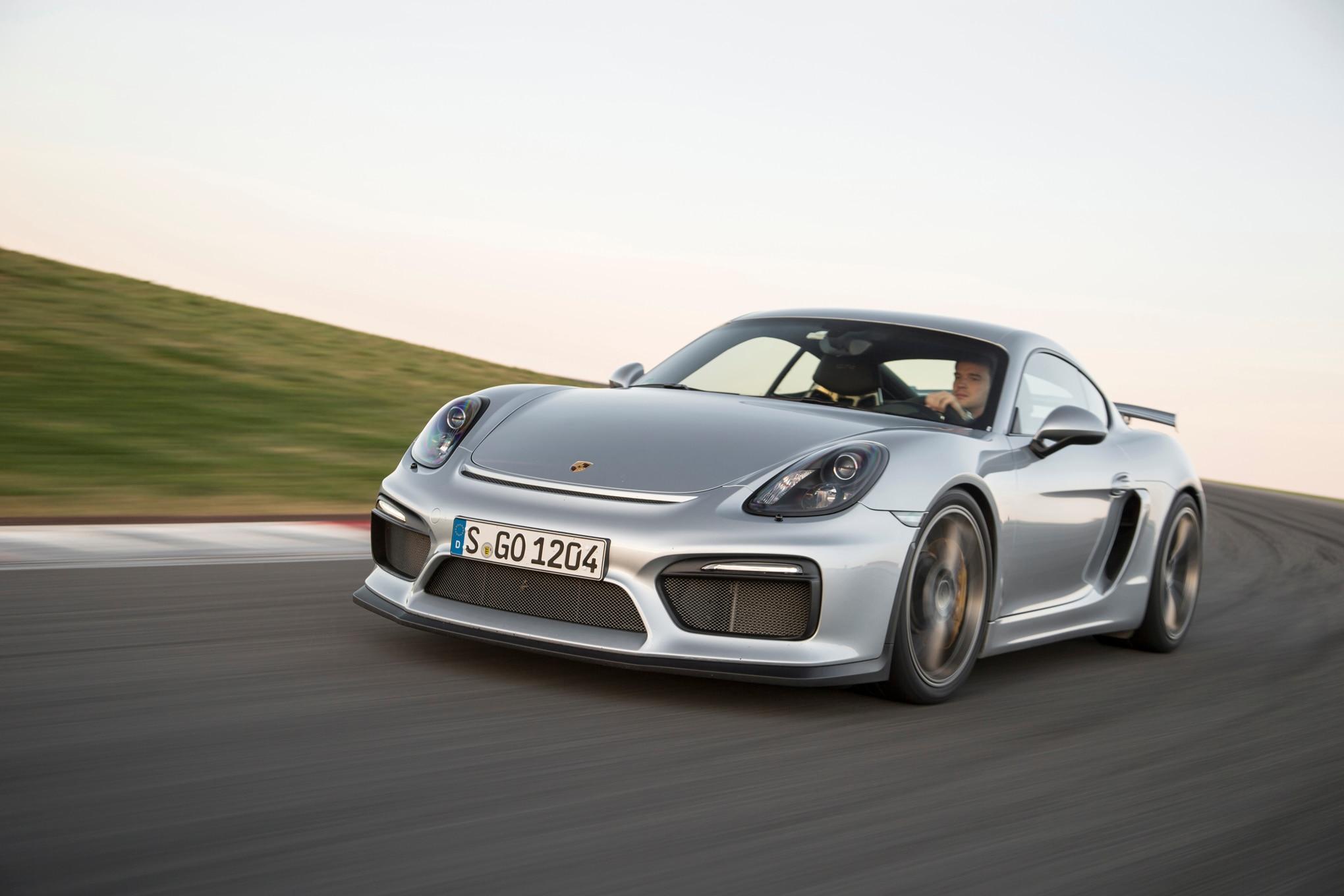2016 Porsche Cayman GT4 Front Three Quarter In Motion 17