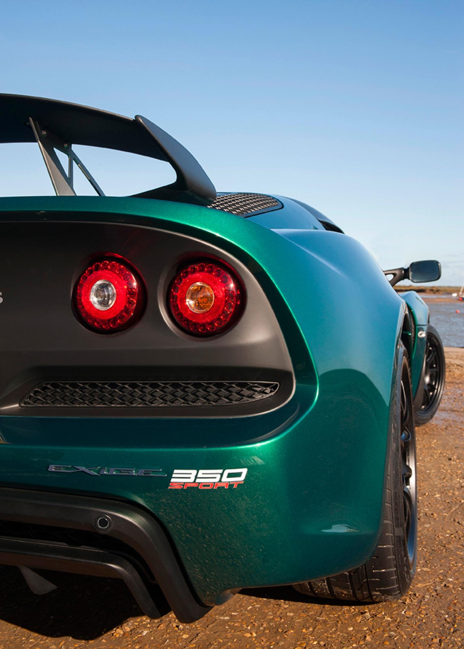http://st.automobilemag.com/uploads/sites/11/2015/12/Lotus-Exige-Sport-350-rear-taillight.jpg