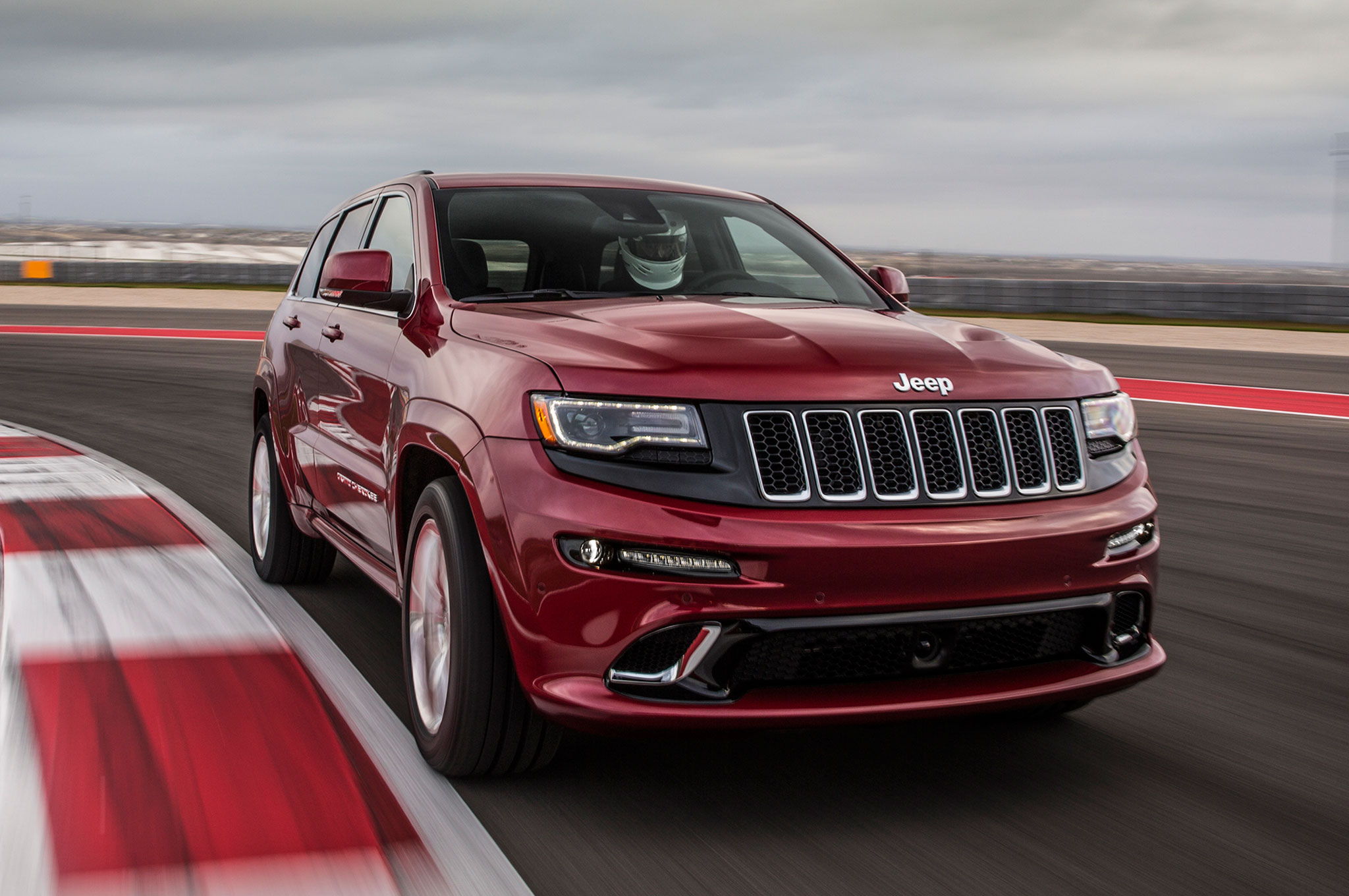 it 39 s official jeep grand cherokee hellcat coming by 2017. Black Bedroom Furniture Sets. Home Design Ideas