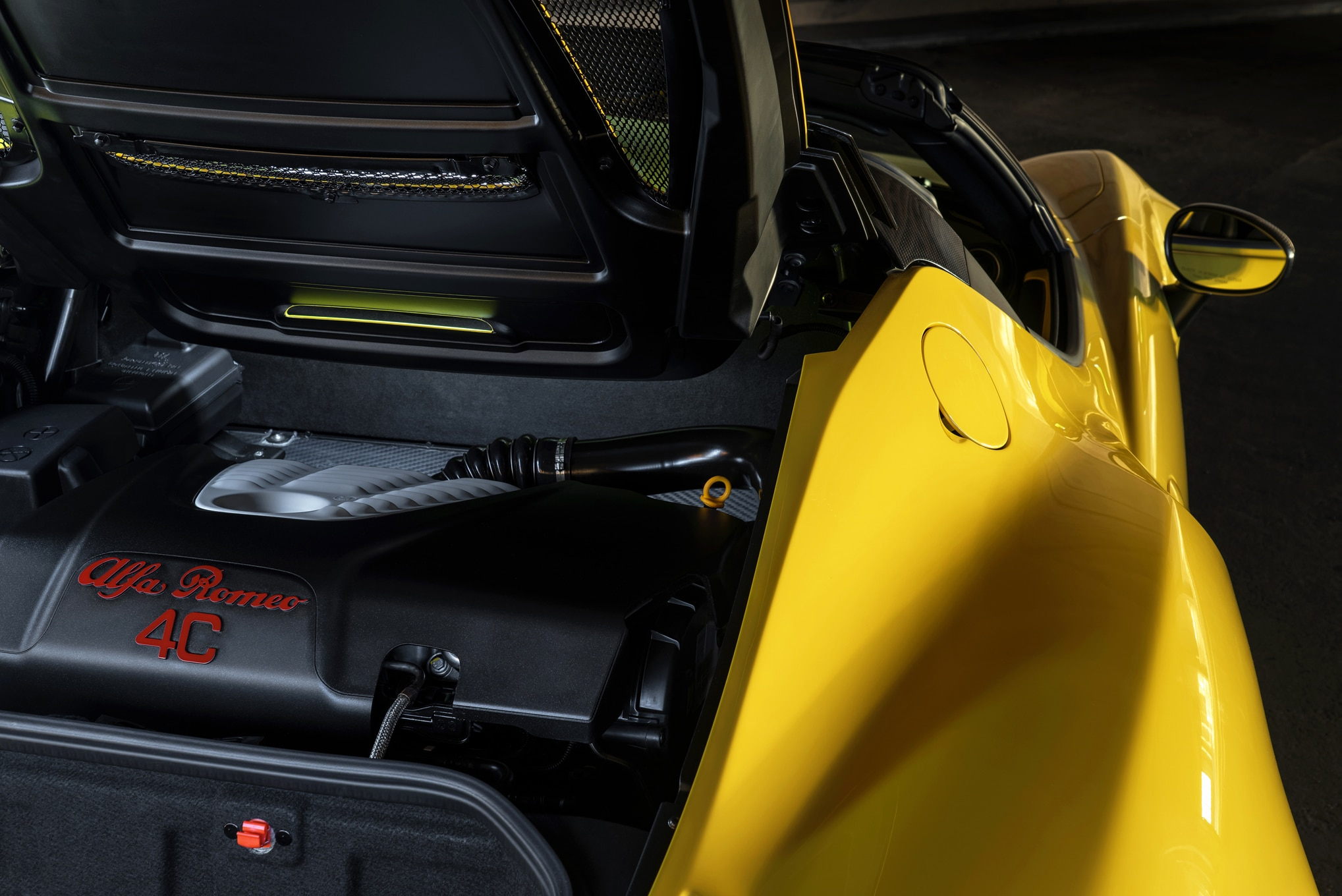 Alfa Romeo 4c Exhaust >> 2016 Alfa Romeo 4C Gets More Carbon Fiber, Optional Akrapovic Exhaust
