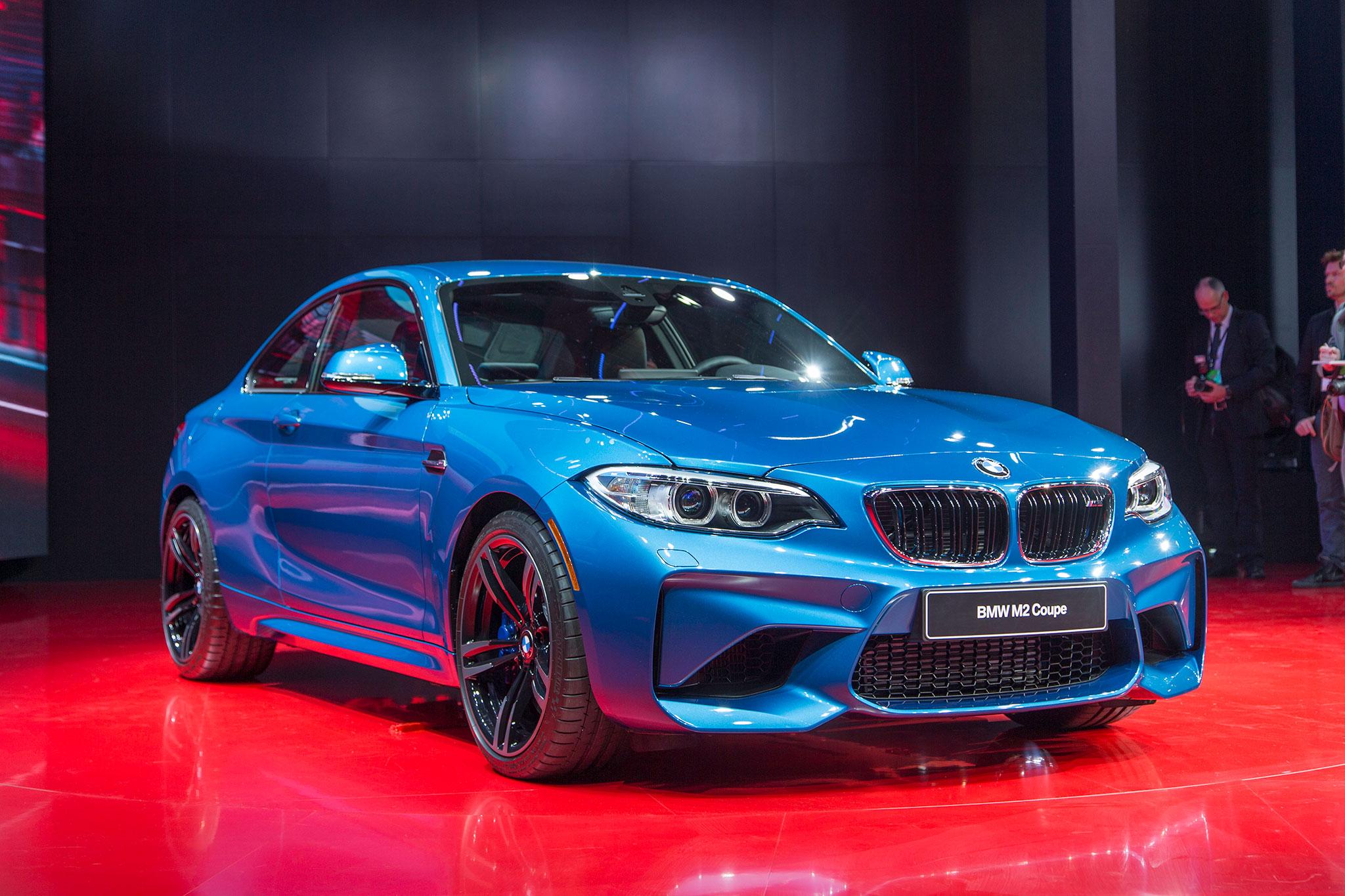 2016 BMW M2 Front Three Quarter 01