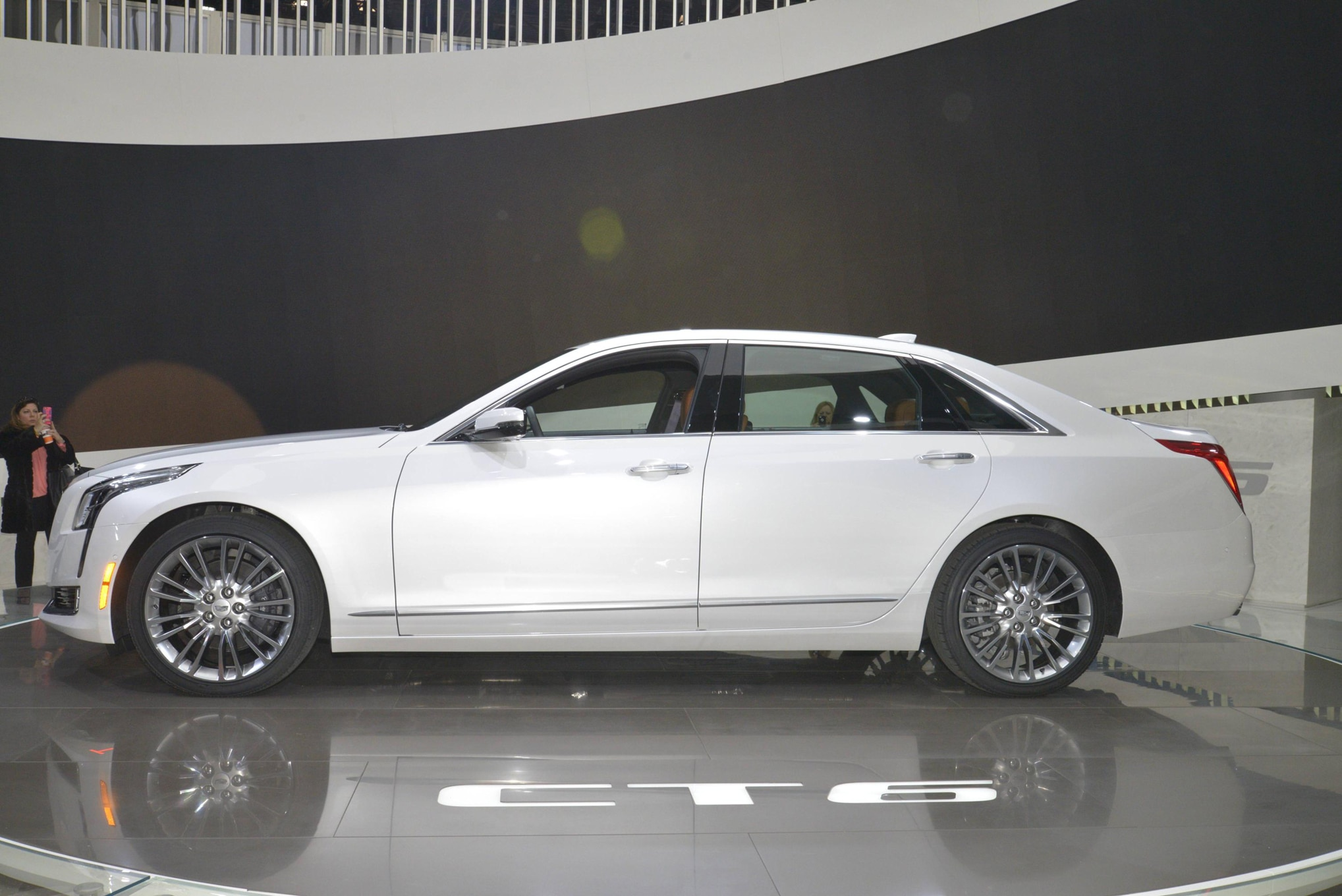 cadillac ct6 plug in hybrid will be imported to the u s from china. Black Bedroom Furniture Sets. Home Design Ideas