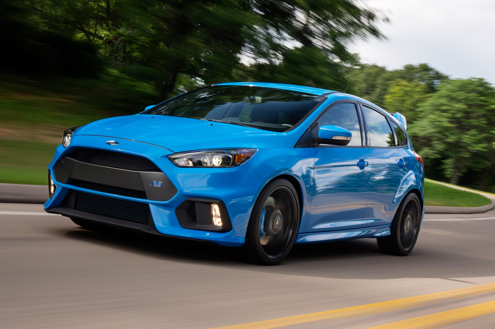 first 2016 ford focus rs rolls off the line in germany. Black Bedroom Furniture Sets. Home Design Ideas