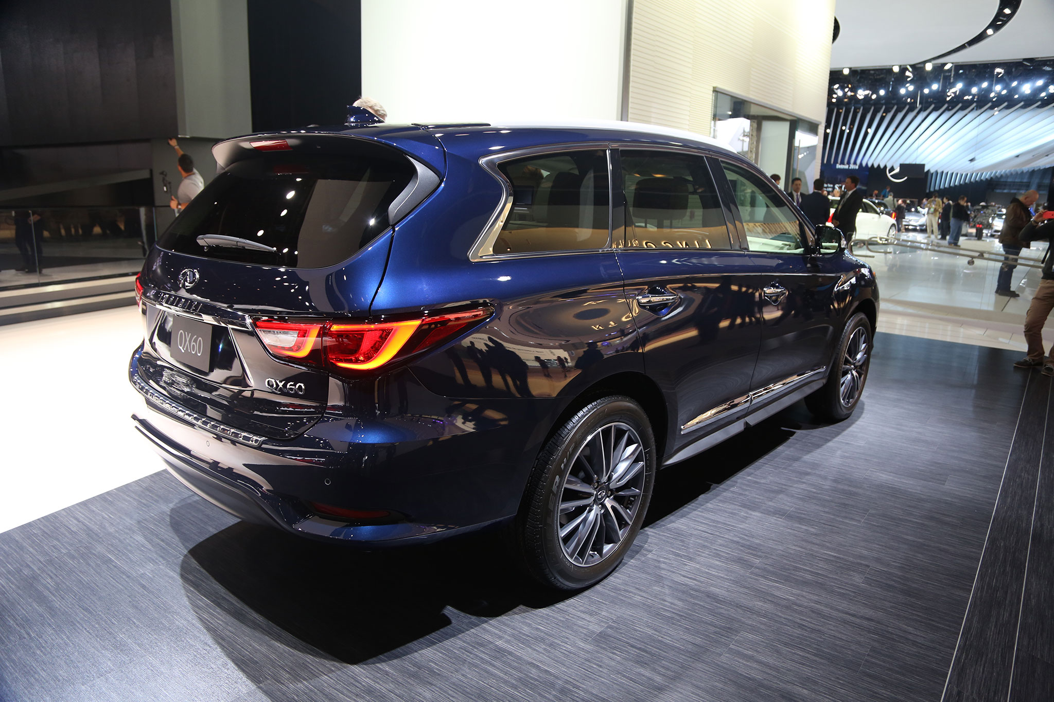 2016 infiniti qx60 updated with fresh looks new safety features. Black Bedroom Furniture Sets. Home Design Ideas