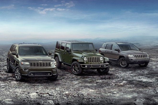 fa40acbf2f0 The brand also introduced the 2017 Grand Cherokee Summit, bringing a new  exterior appearance, a plush new interior and even more standard premium  features ...