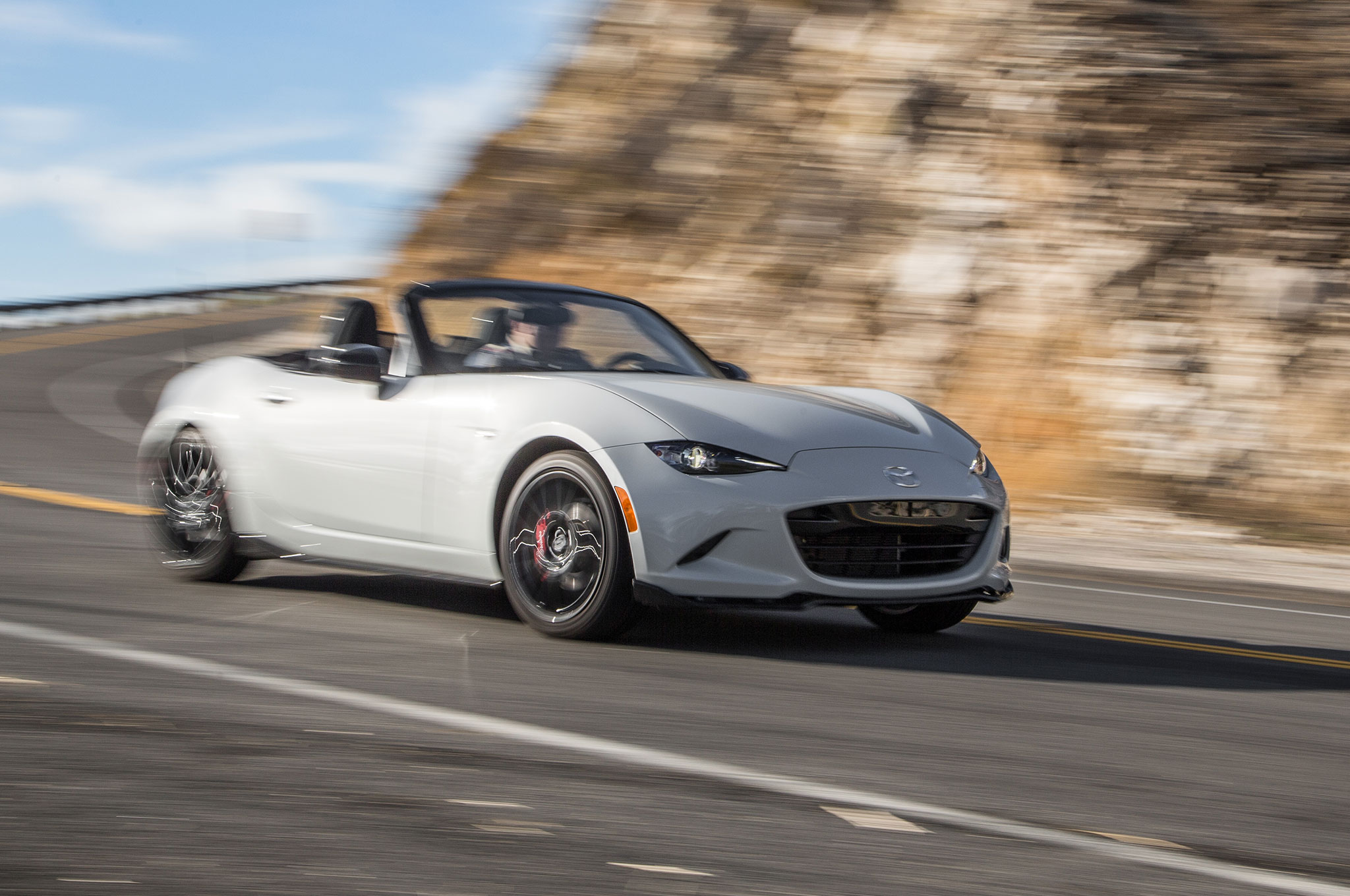 2016 Mazda MX 5 Miata Club Front Three Quarter Motion2