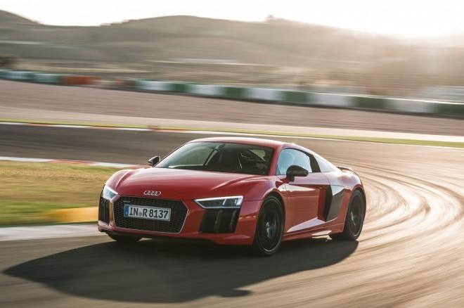 2017 Audi R8 V10 Plus front three quarter in motion 08