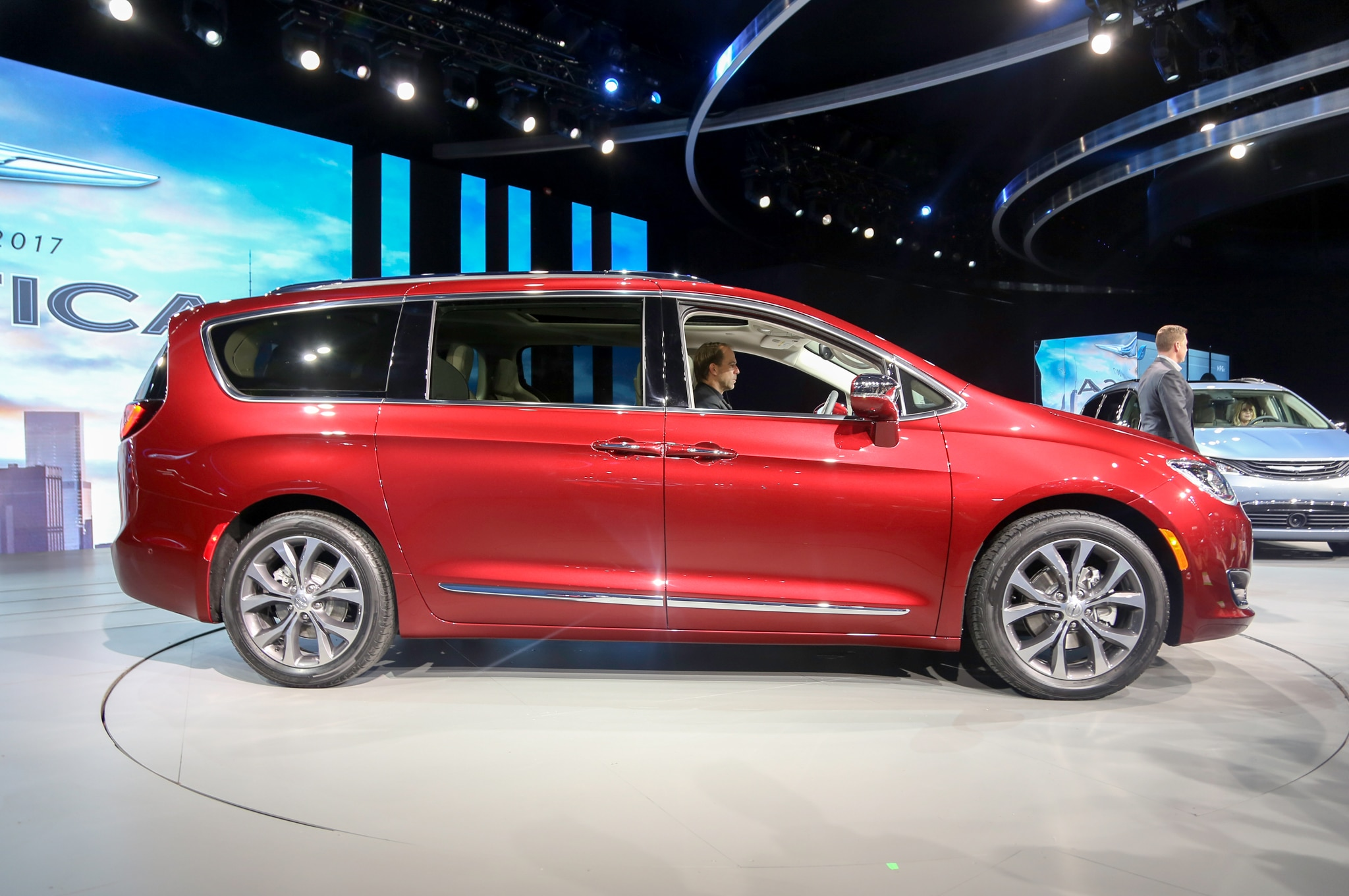 2017 chrysler pacifica rated at 18 28 mpg automobile. Black Bedroom Furniture Sets. Home Design Ideas