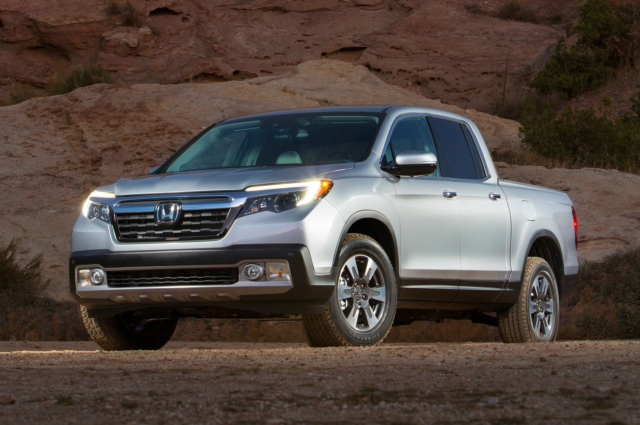 2017 honda ridgeline debuts in detroit to take on colorado. Black Bedroom Furniture Sets. Home Design Ideas