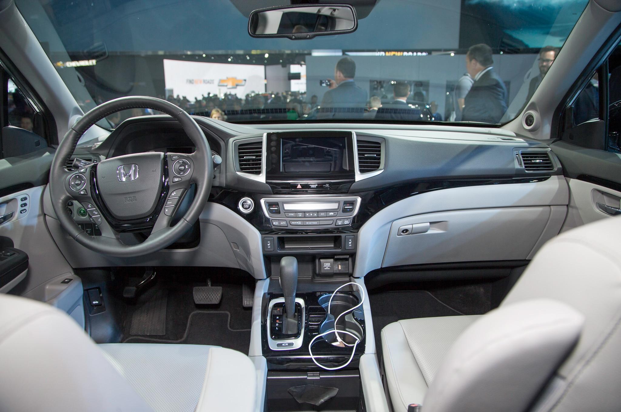 2017 honda ridgeline rated up to 26 mpg automobile magazine for 2017 honda pilot gas mileage