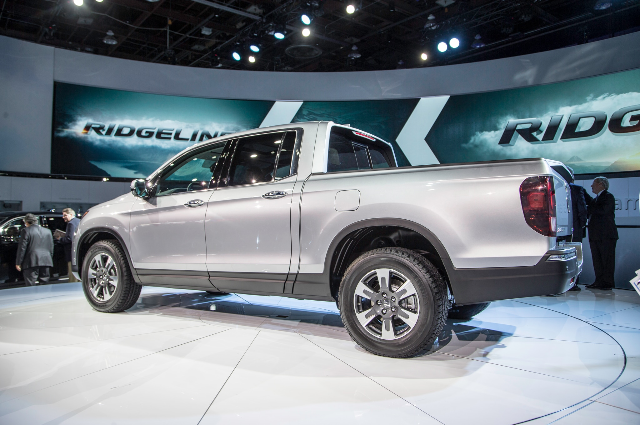 5 things to know about the 2017 honda ridgeline. Black Bedroom Furniture Sets. Home Design Ideas