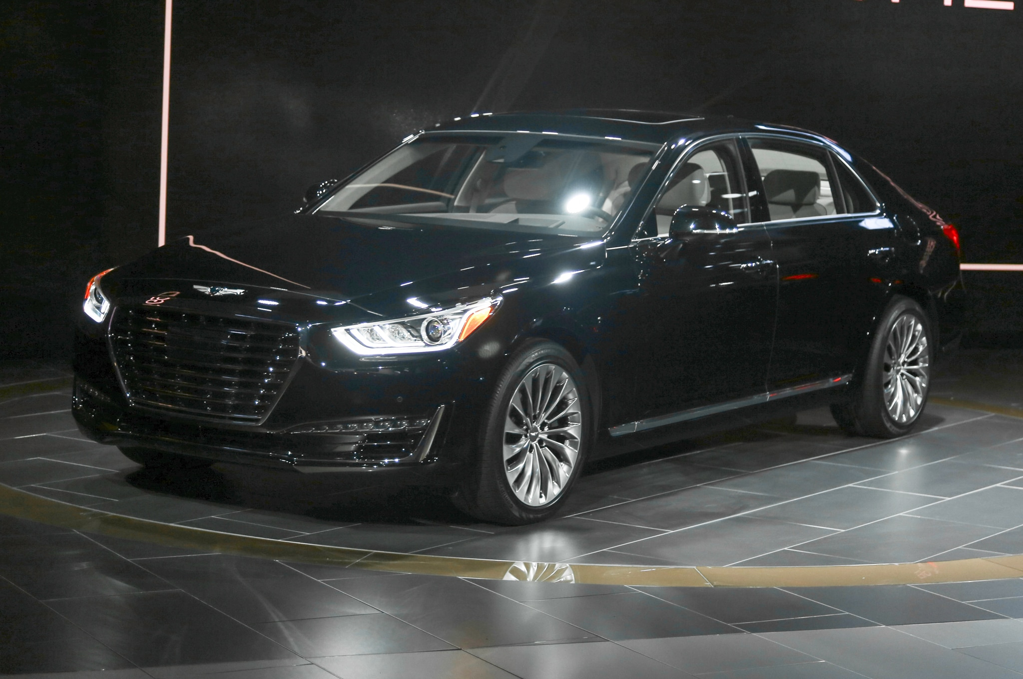 2017 Hyundai Genesis G90 Front Three Quarter1