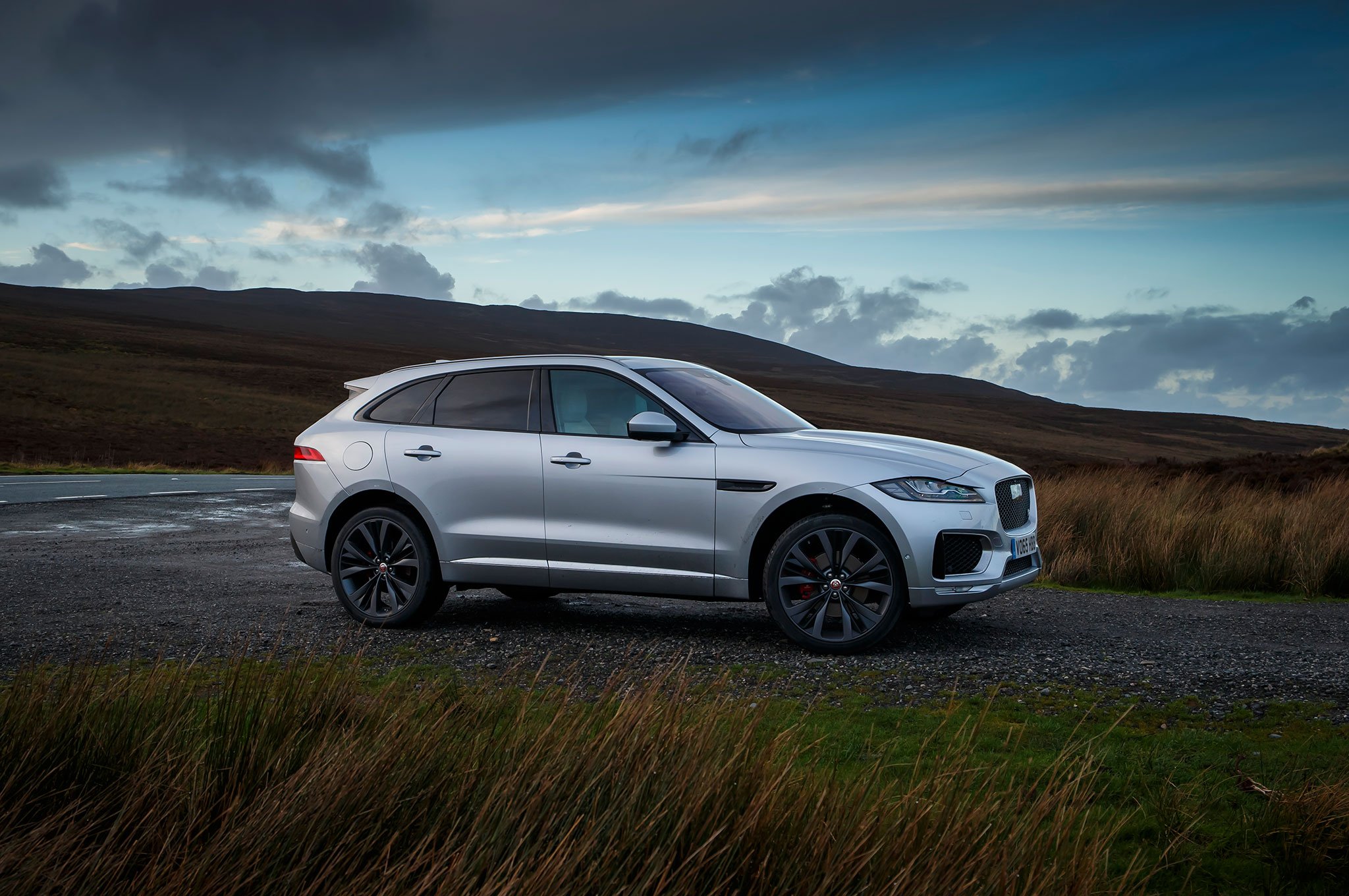 2017 jaguar f pace review. Black Bedroom Furniture Sets. Home Design Ideas