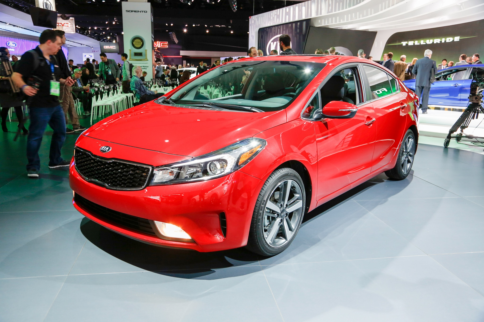 2017 kia forte updated with new base engine revised looks. Black Bedroom Furniture Sets. Home Design Ideas