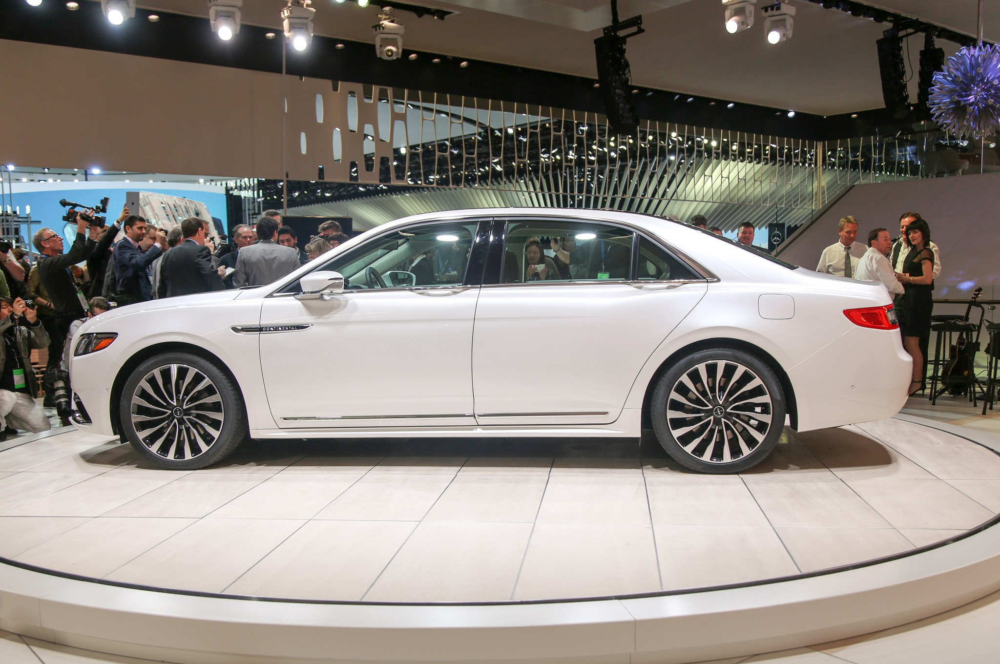 2017-Lincoln-Continental-side1 Outstanding Lincoln Continental New York Auto Show Cars Trend