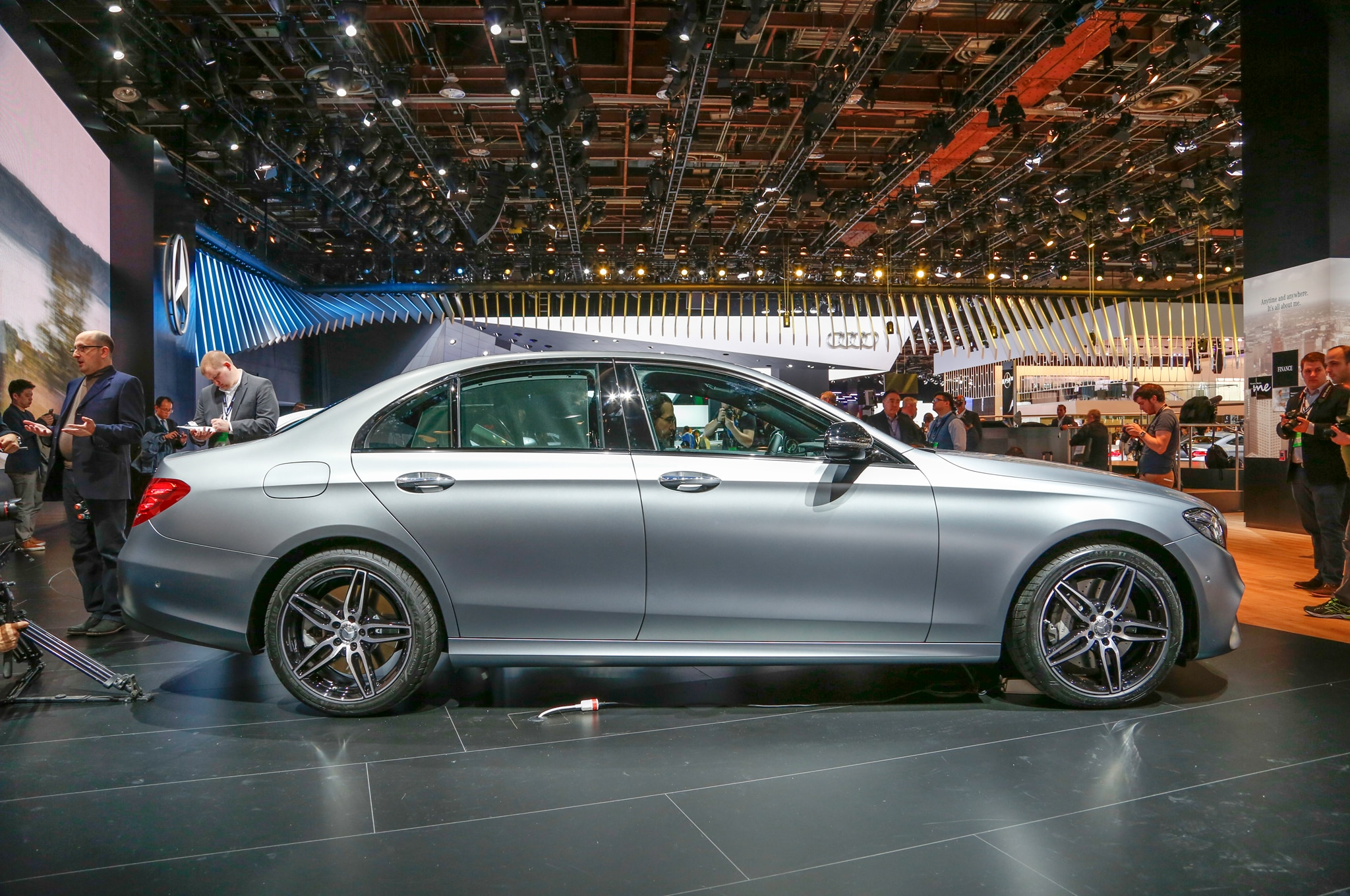 2017 mercedes benz e class debuts with sleek looks tons for 2017 mercedes benz e350
