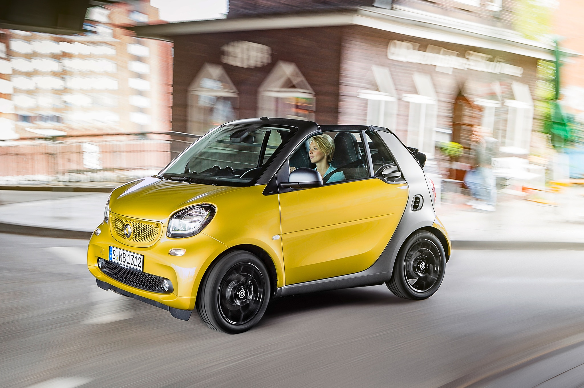 2017 smart fortwo cabrio drops its top in detroit. Black Bedroom Furniture Sets. Home Design Ideas