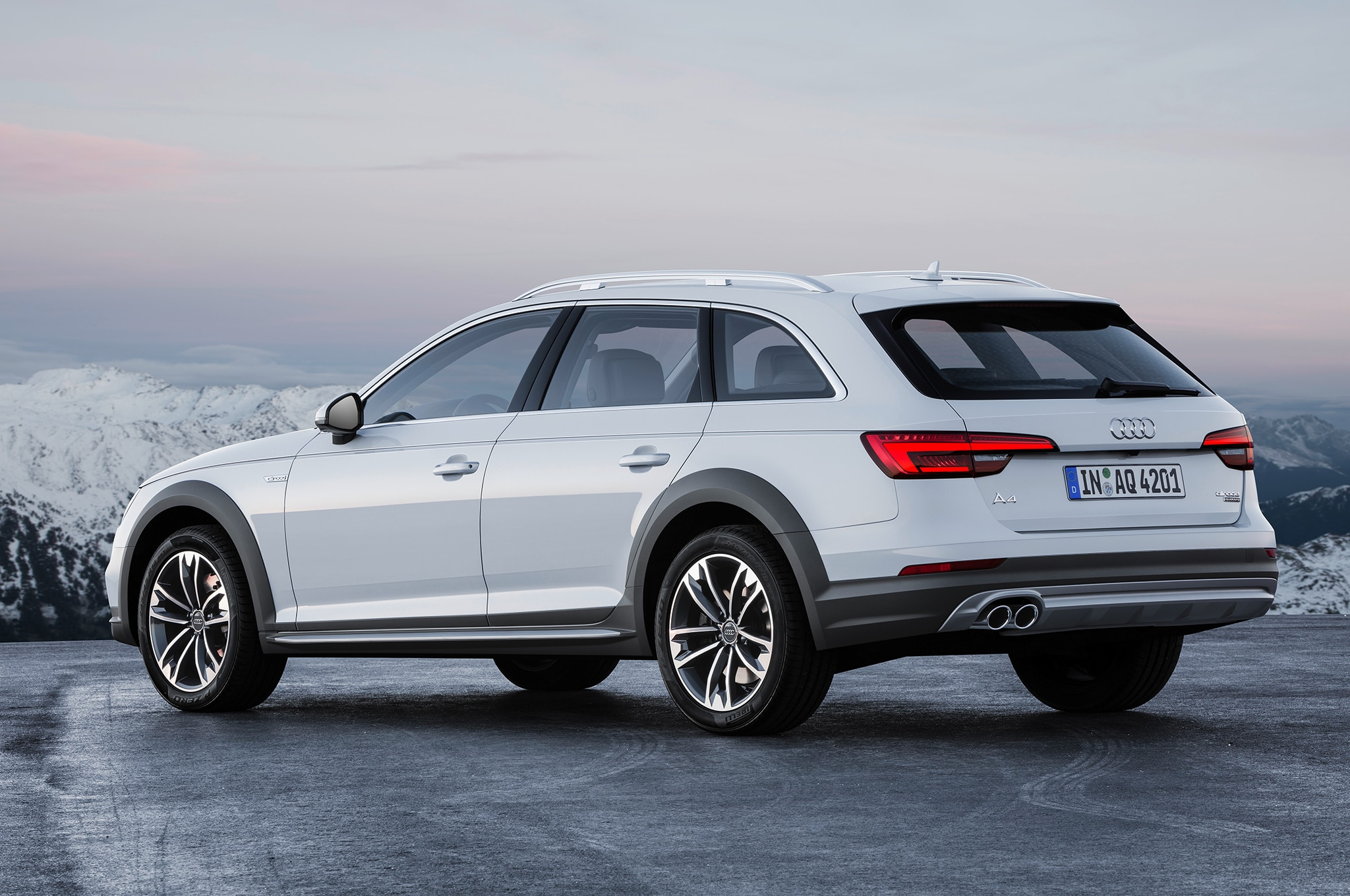 audi a4 allroad quattro brings rugged wagon looks to detroit. Black Bedroom Furniture Sets. Home Design Ideas