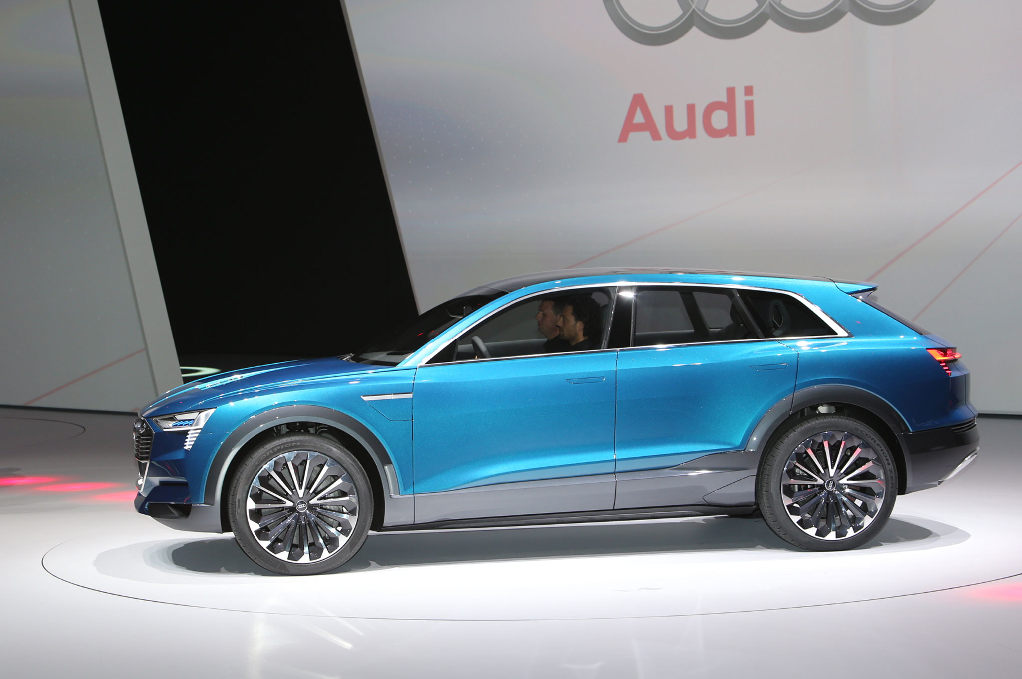 all electric audi q6 e tron coming in 2018 with 300 miles of range. Black Bedroom Furniture Sets. Home Design Ideas