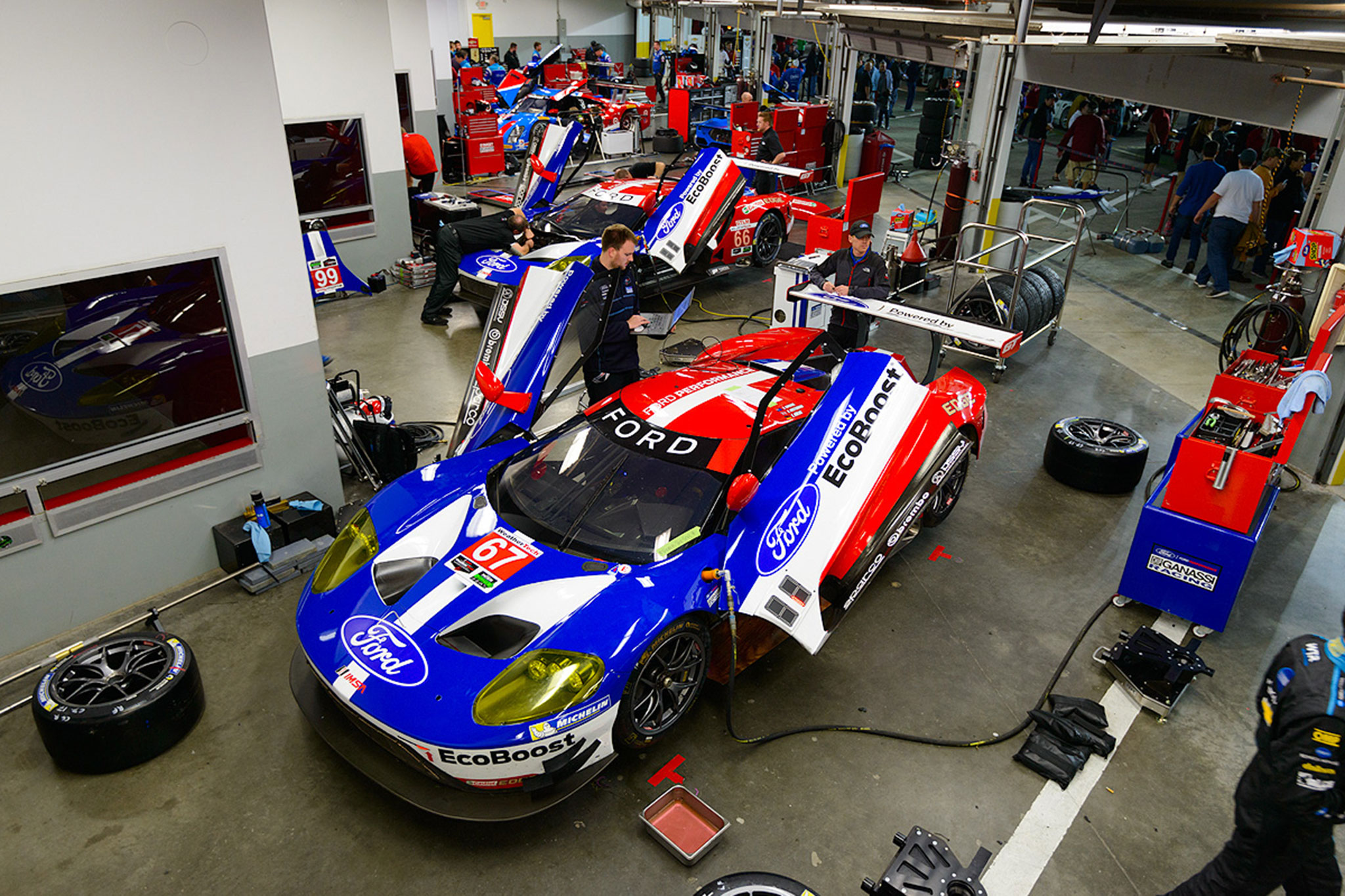 The new ford gt is ready to race for Garage automobile le mans