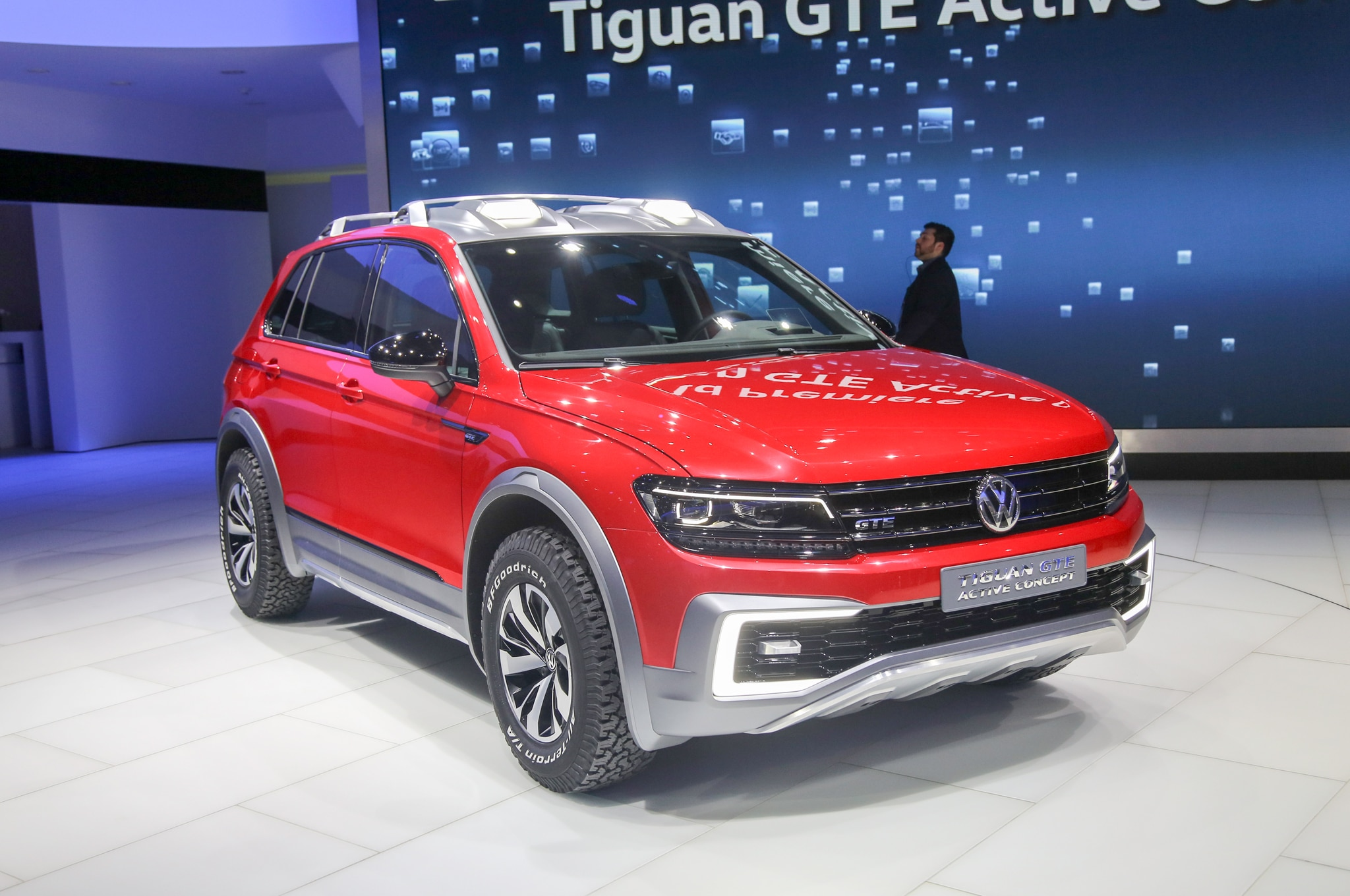 volkswagen tiguan gte active concept is an awd hybrid crossover. Black Bedroom Furniture Sets. Home Design Ideas