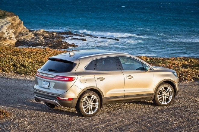 2015 Lincoln MKC rear side above view with waves