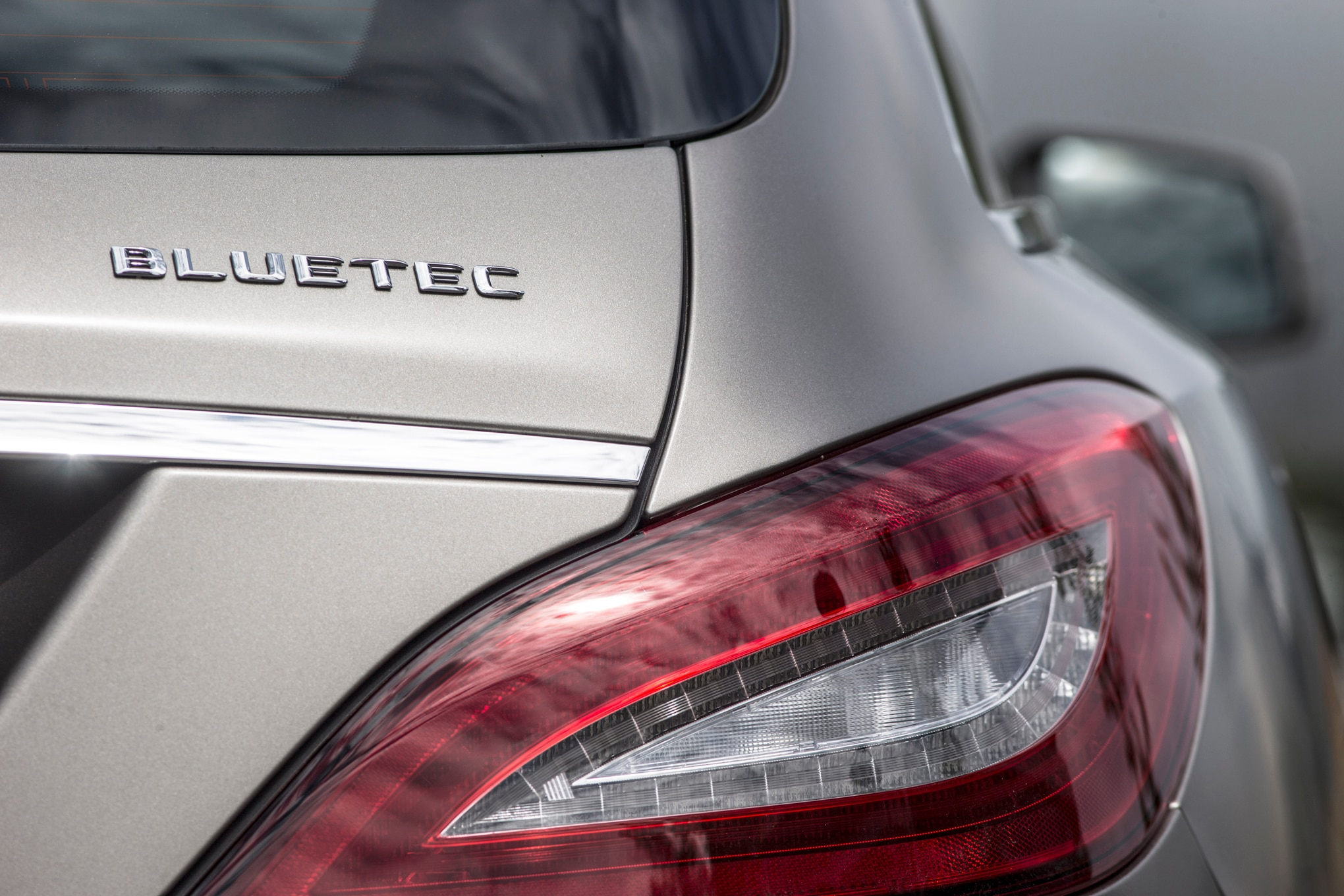 Report mercedes benz diesel owners file lawsuit regarding for Mercedes benz badge