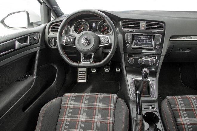 2015 Volkswagen Golf GTI cabin 01