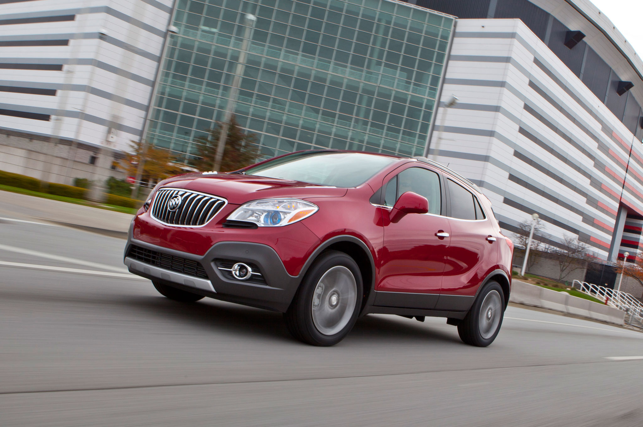 2016 Buick Encore Front Three Quarter In Motion 04