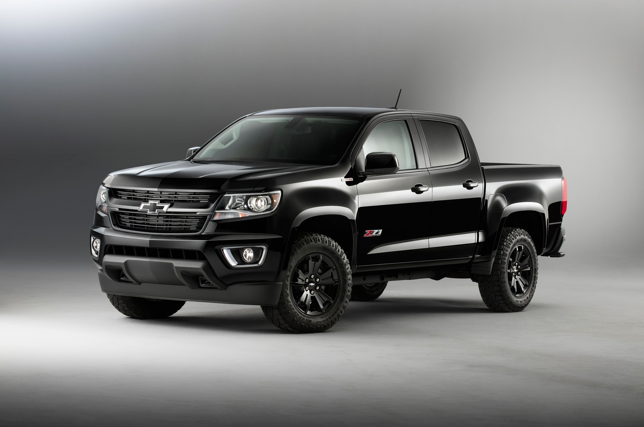 2016 Chevrolet Colorado Z71 Midnight Edition front three quarter